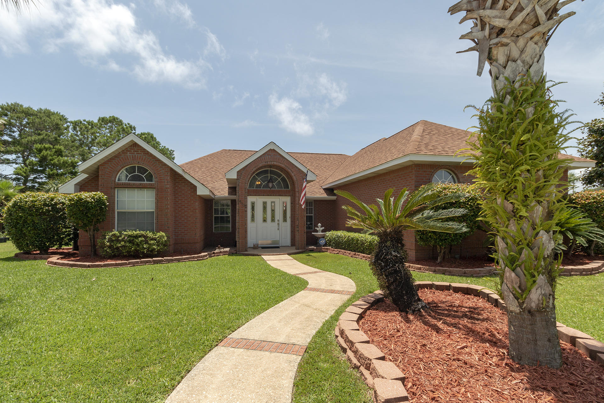 Photo of home for sale at 400 Ridge Wood, Destin FL