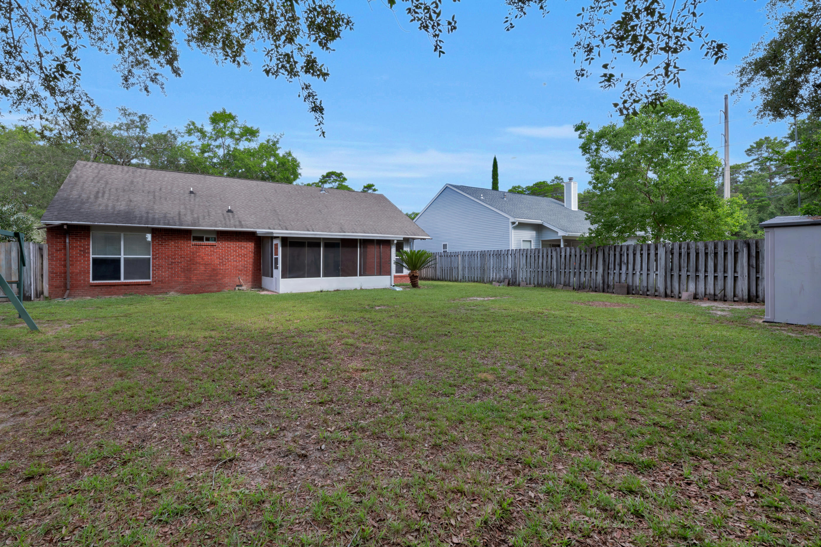 Photo of home for sale at 2979 Blue Pine, Niceville FL