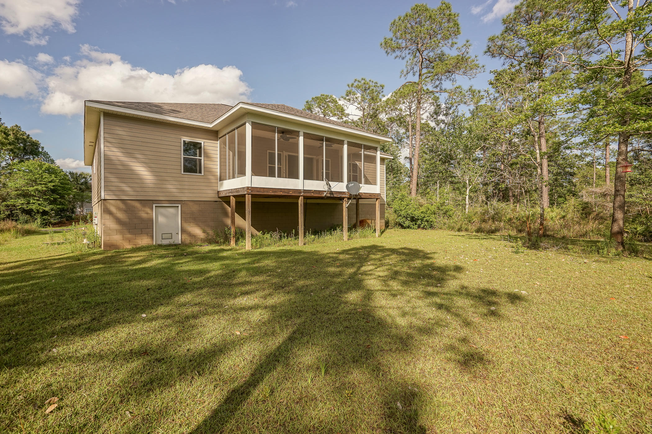 Photo of home for sale at 5699 Tarpon, Milton FL