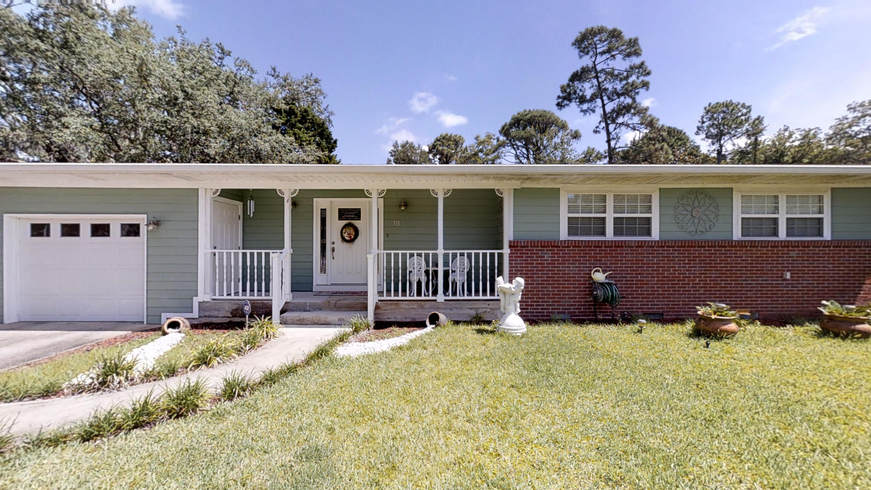 Photo of home for sale at 18 Oleander, Mary Esther FL
