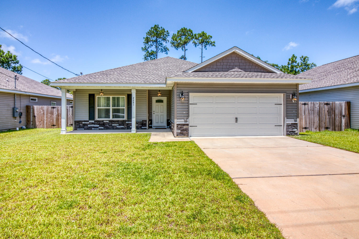 Photo of home for sale at 2281 Tom, Navarre FL