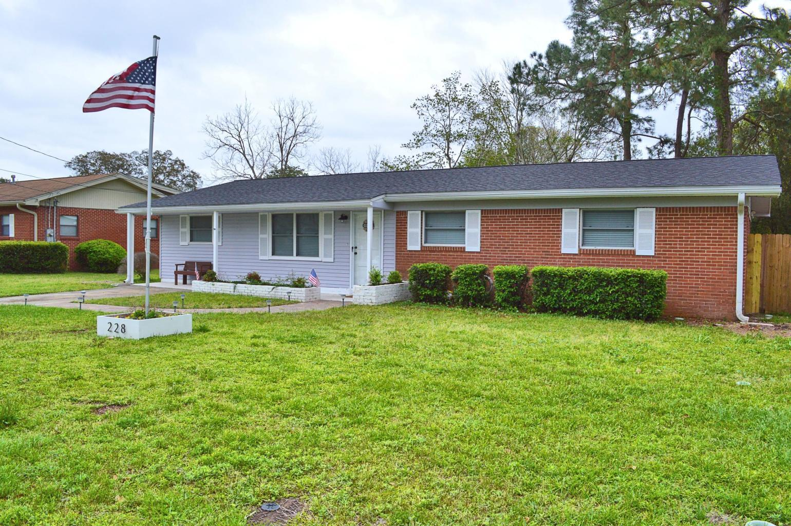 Photo of home for sale at 228 Watson, Fort Walton Beach FL