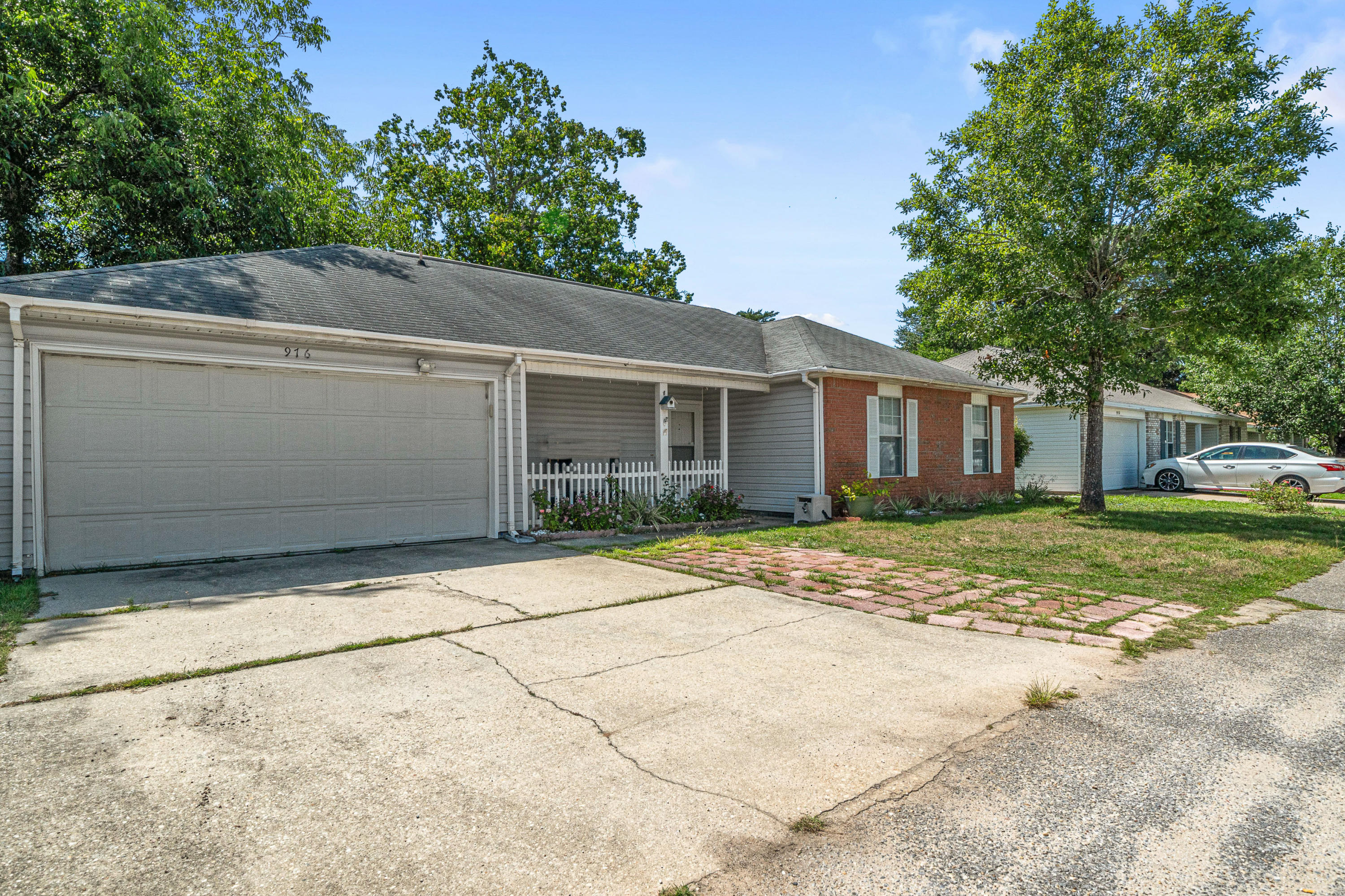 Photo of home for sale at 976 Crimson Heights, Fort Walton Beach FL