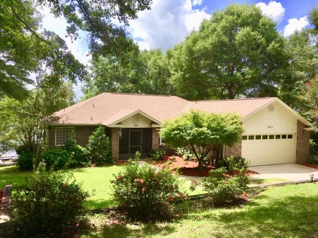 Photo of home for sale at 201 Lake Holley, Defuniak Springs FL