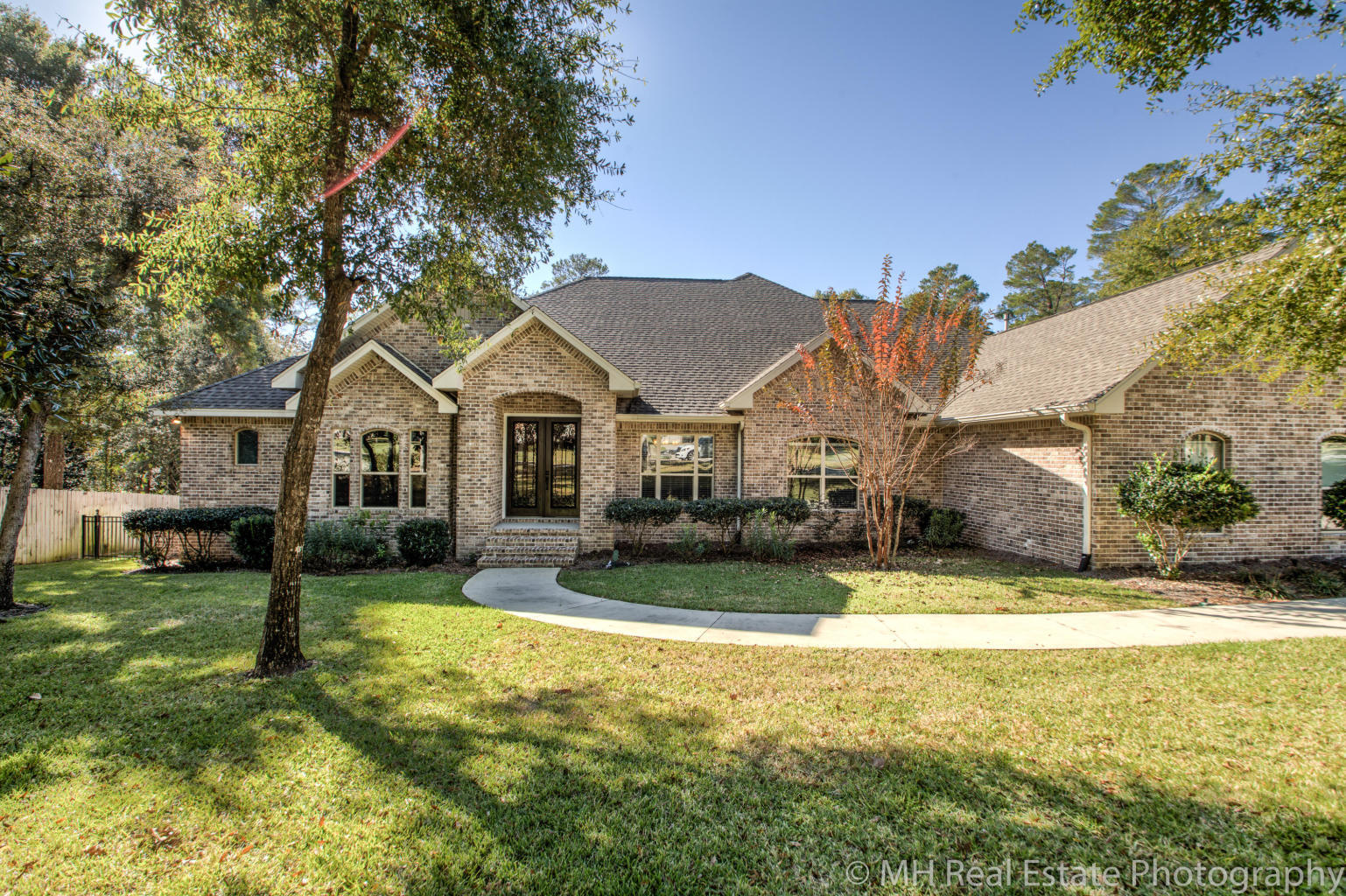 Photo of home for sale at 854 Coldwater Creek, Niceville FL