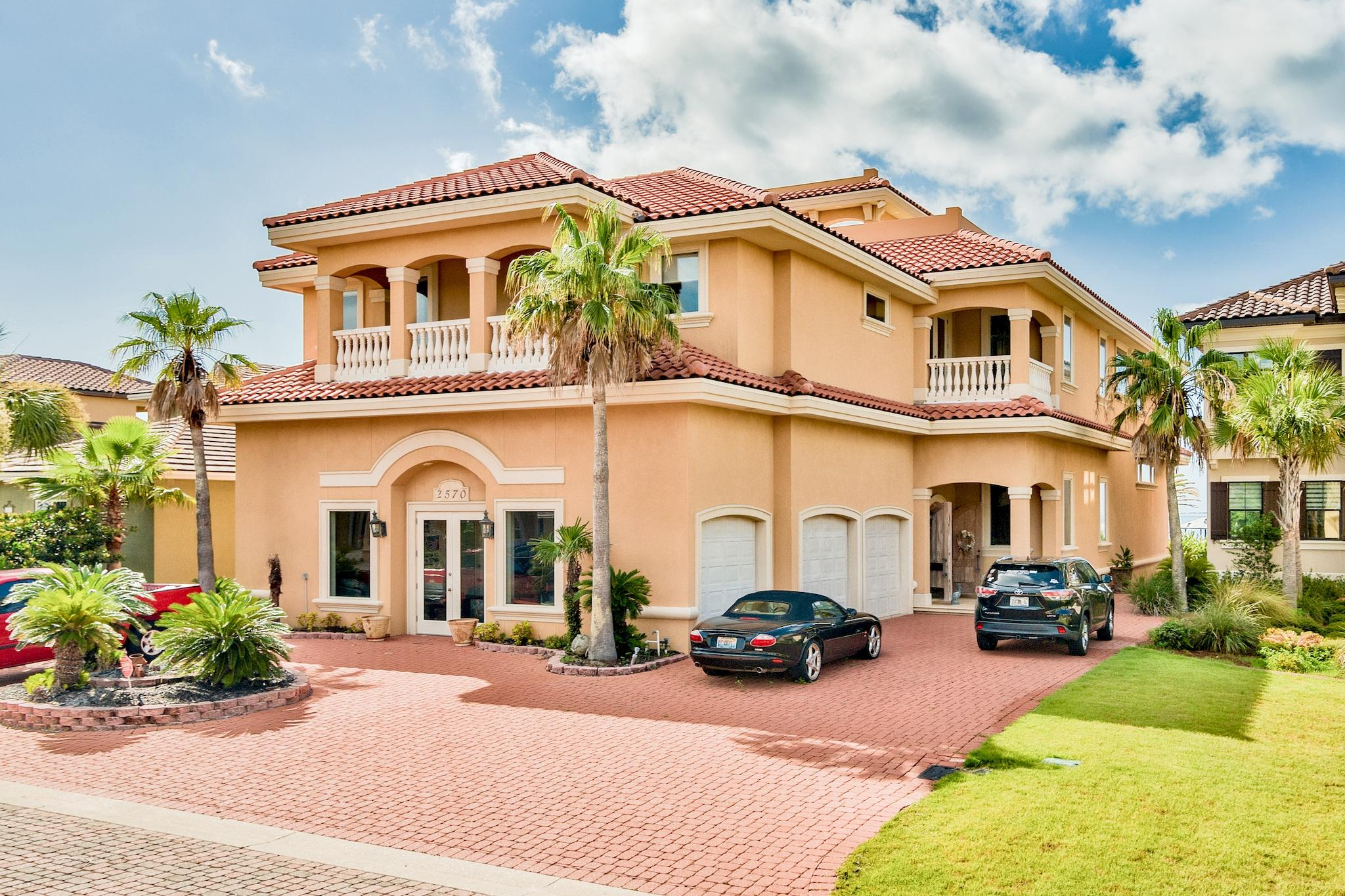Photo of home for sale at 2570 Cayenne, Shalimar FL