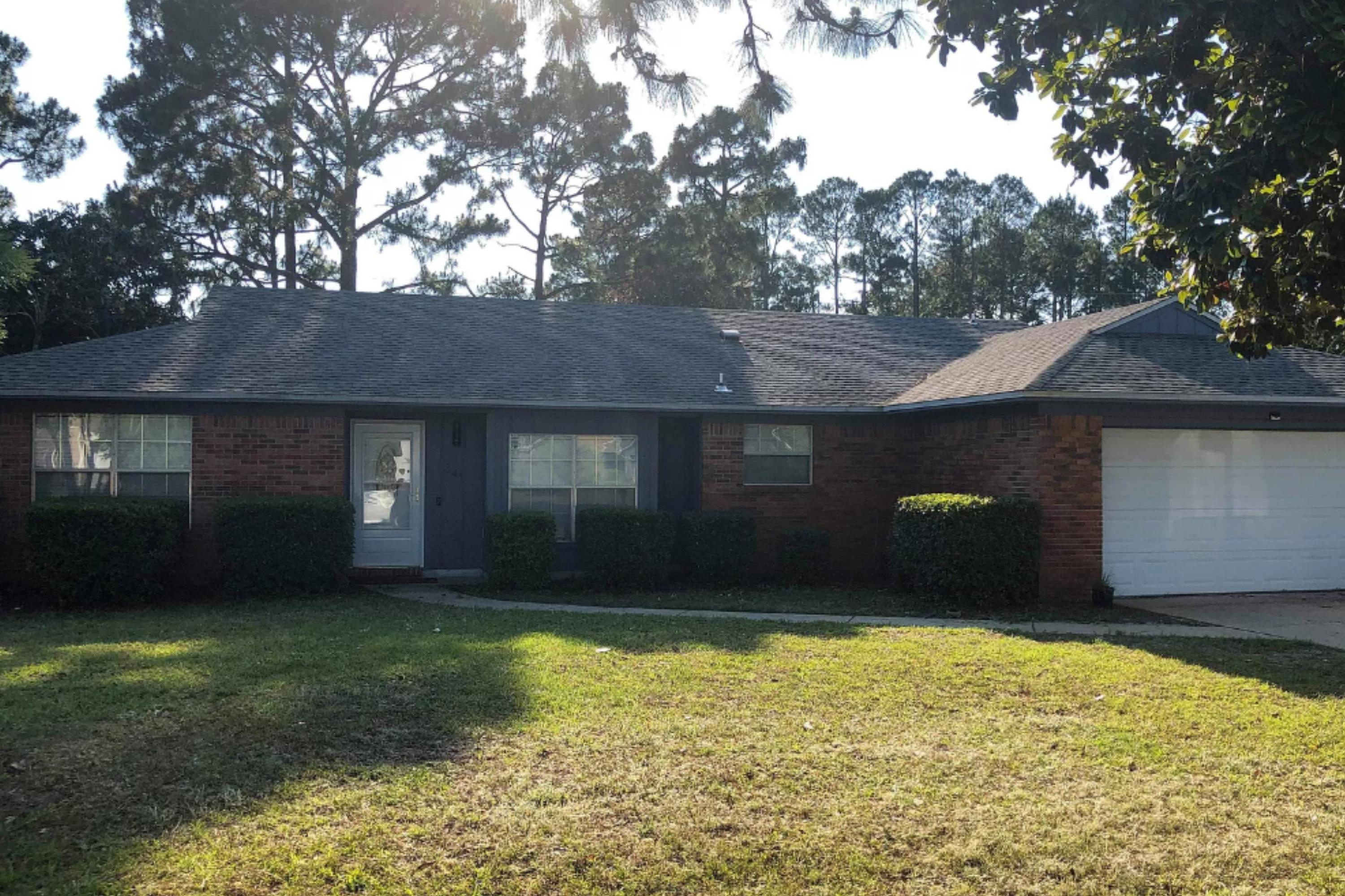 Photo of home for sale at 341 Timberlake, Mary Esther FL
