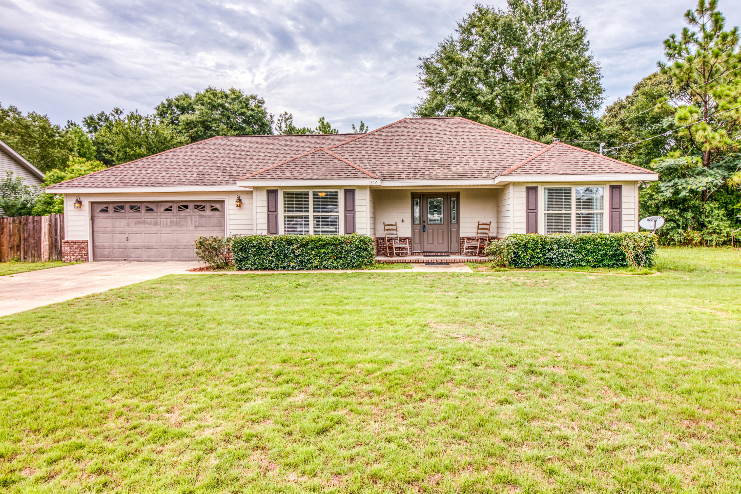 Photo of home for sale at 1320 Pinewood, Crestview FL