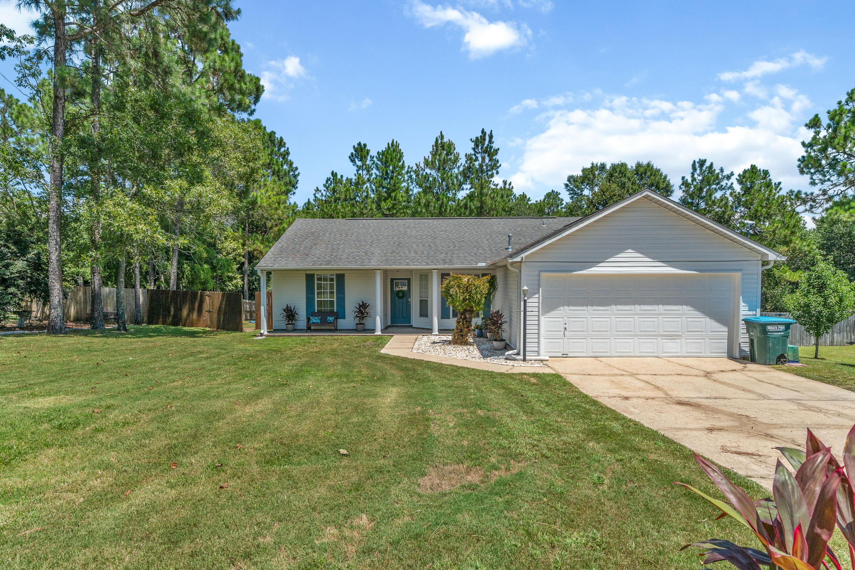 Photo of home for sale at 146 Villacrest, Crestview FL