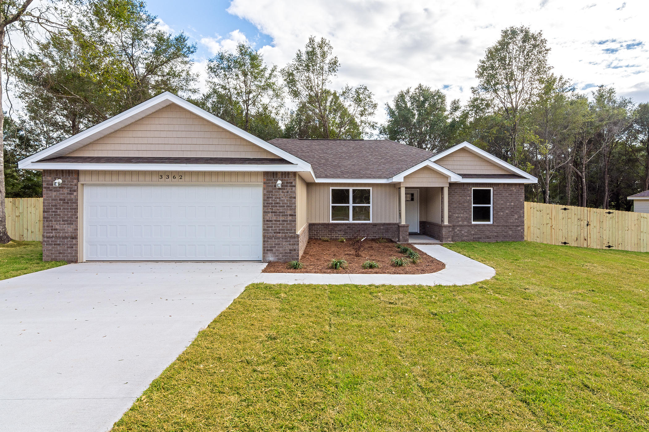 Photo of home for sale at 6171 Anchors, Crestview FL