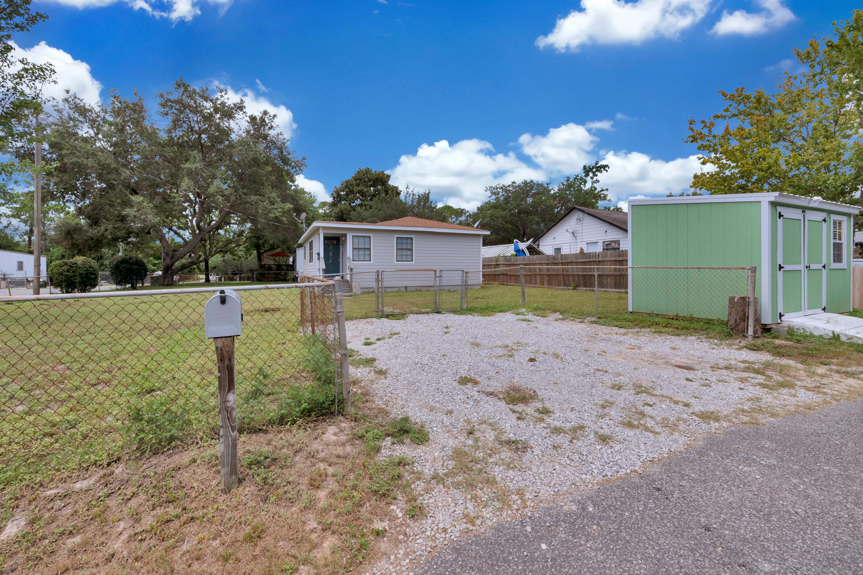 Photo of home for sale at 801 Hilltop, Mary Esther FL