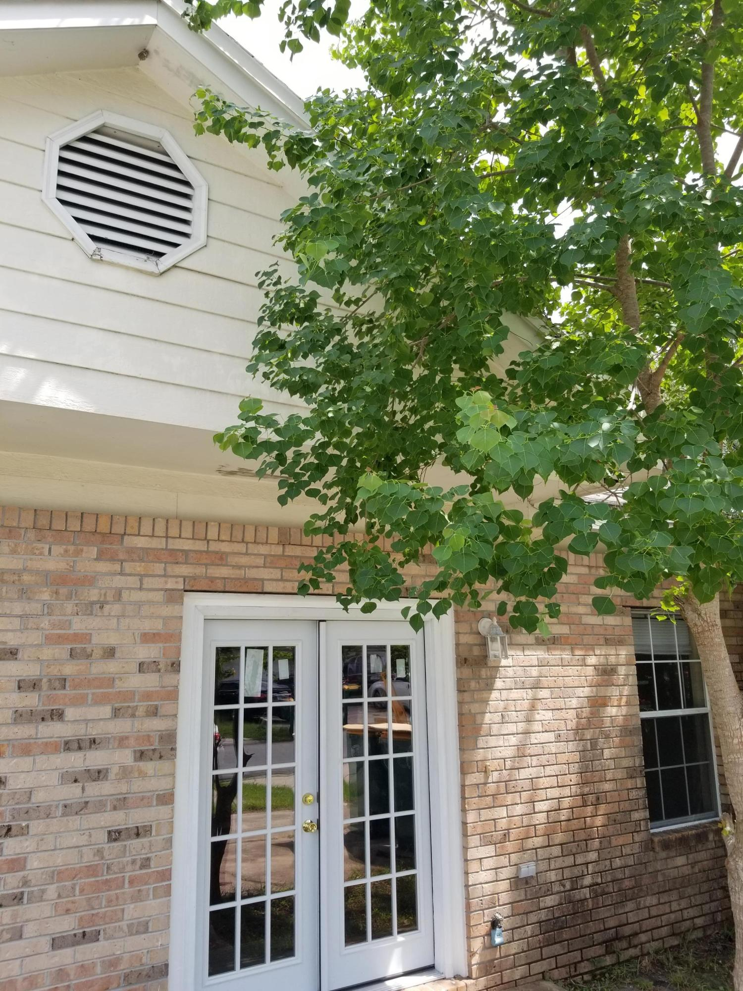 Photo of home for sale at 1841 Whispering Oaks, Fort Walton Beach FL