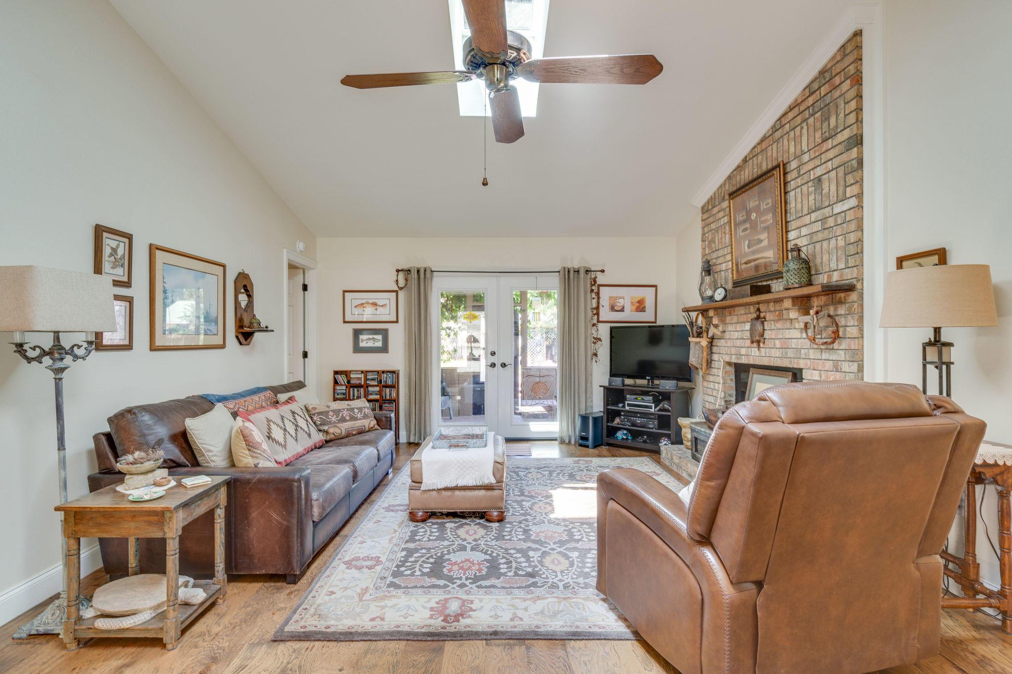 Photo of home for sale at 514 Oak, Niceville FL