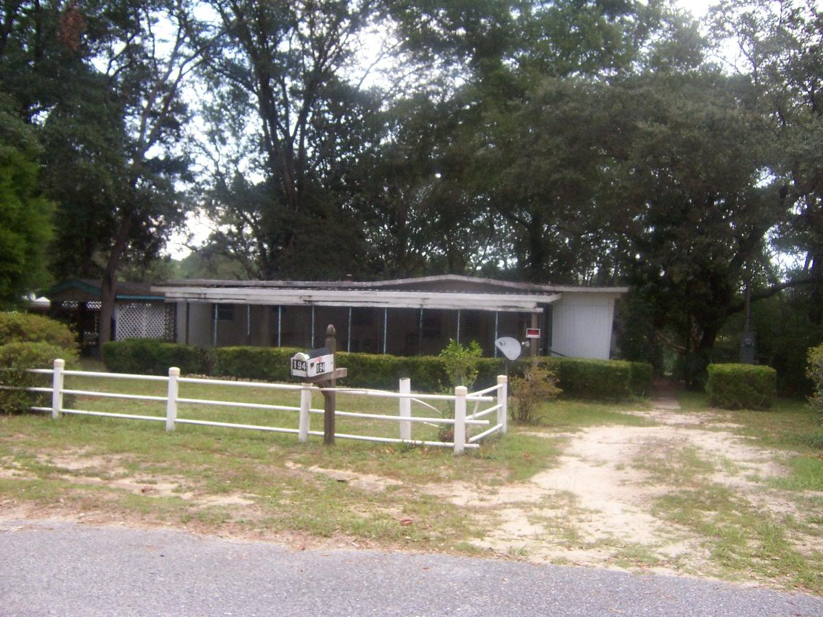Photo of home for sale at 194 Red Eye, Defuniak Springs FL