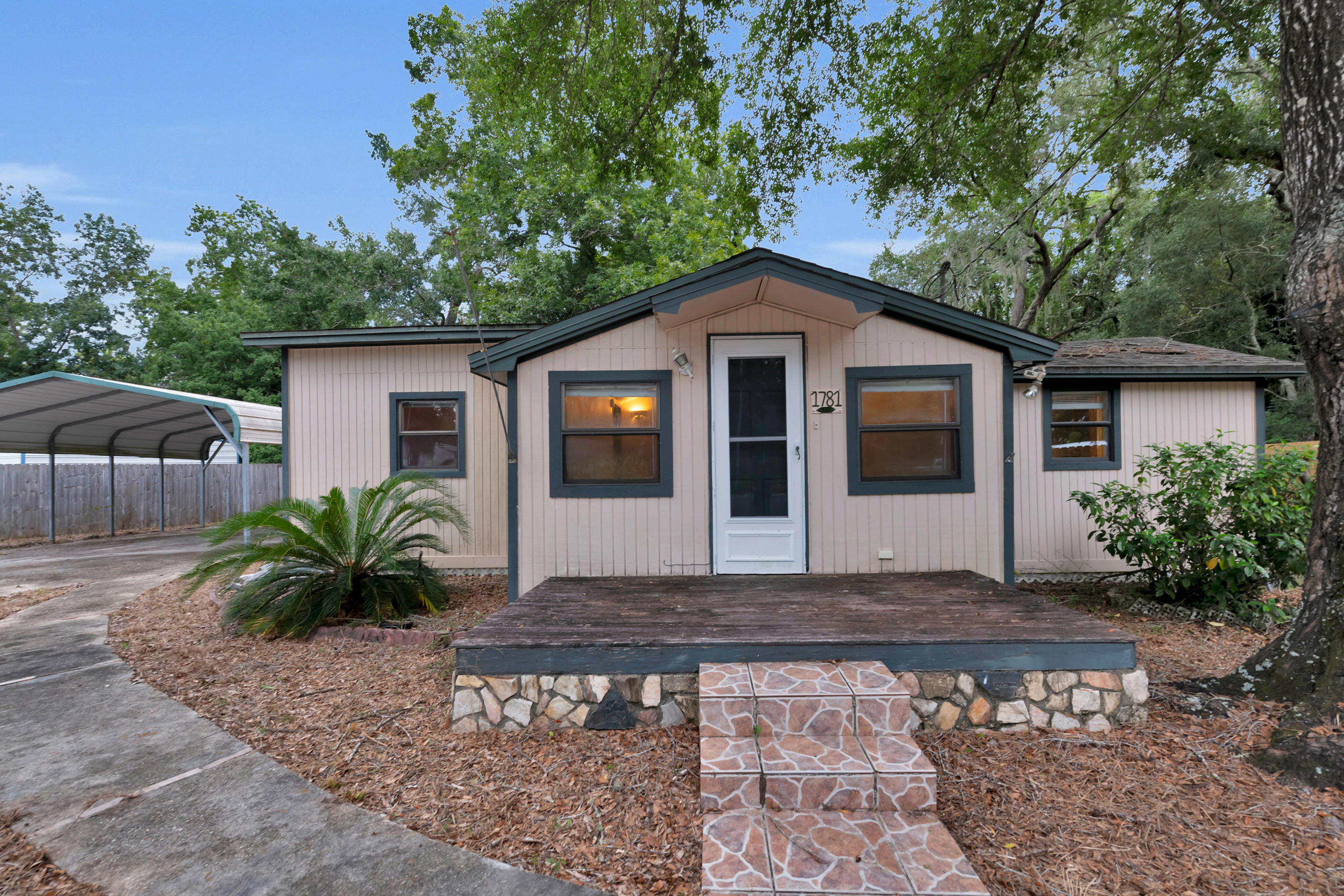 Photo of home for sale at 1781 Thomas, Niceville FL