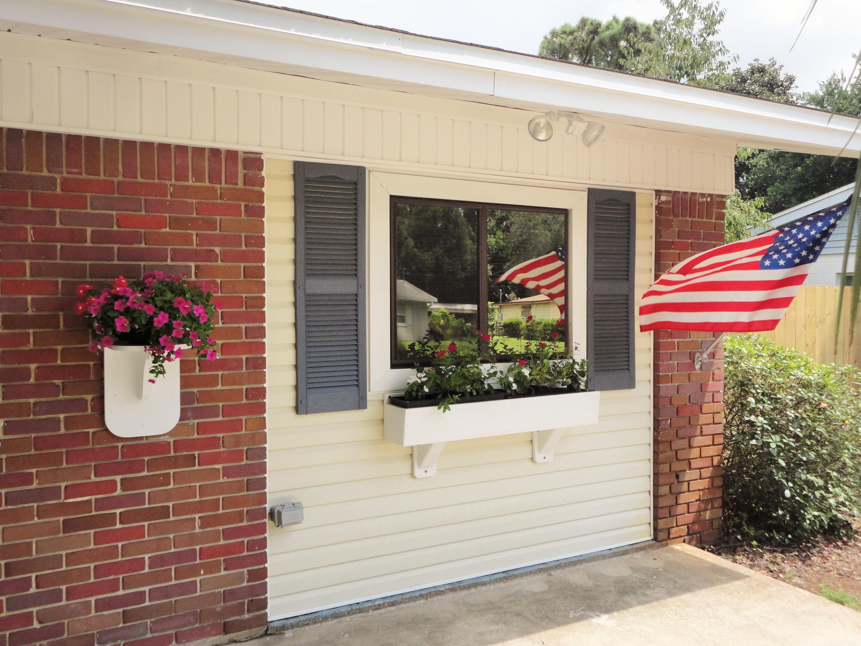 Photo of home for sale at 319 Oakland, Fort Walton Beach FL