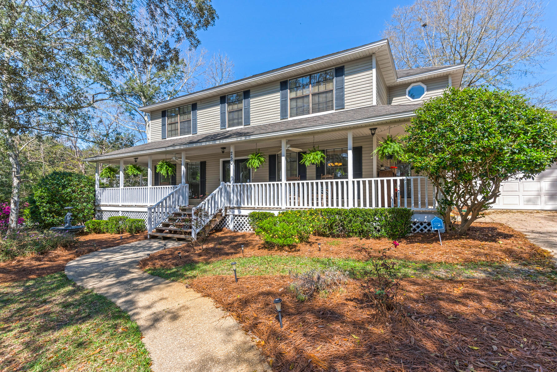 Photo of home for sale at 250 Antiqua, Niceville FL