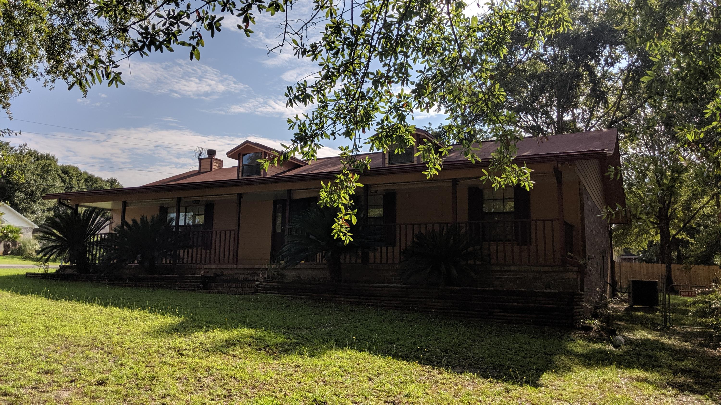 Photo of home for sale at 602 Valley, Crestview FL