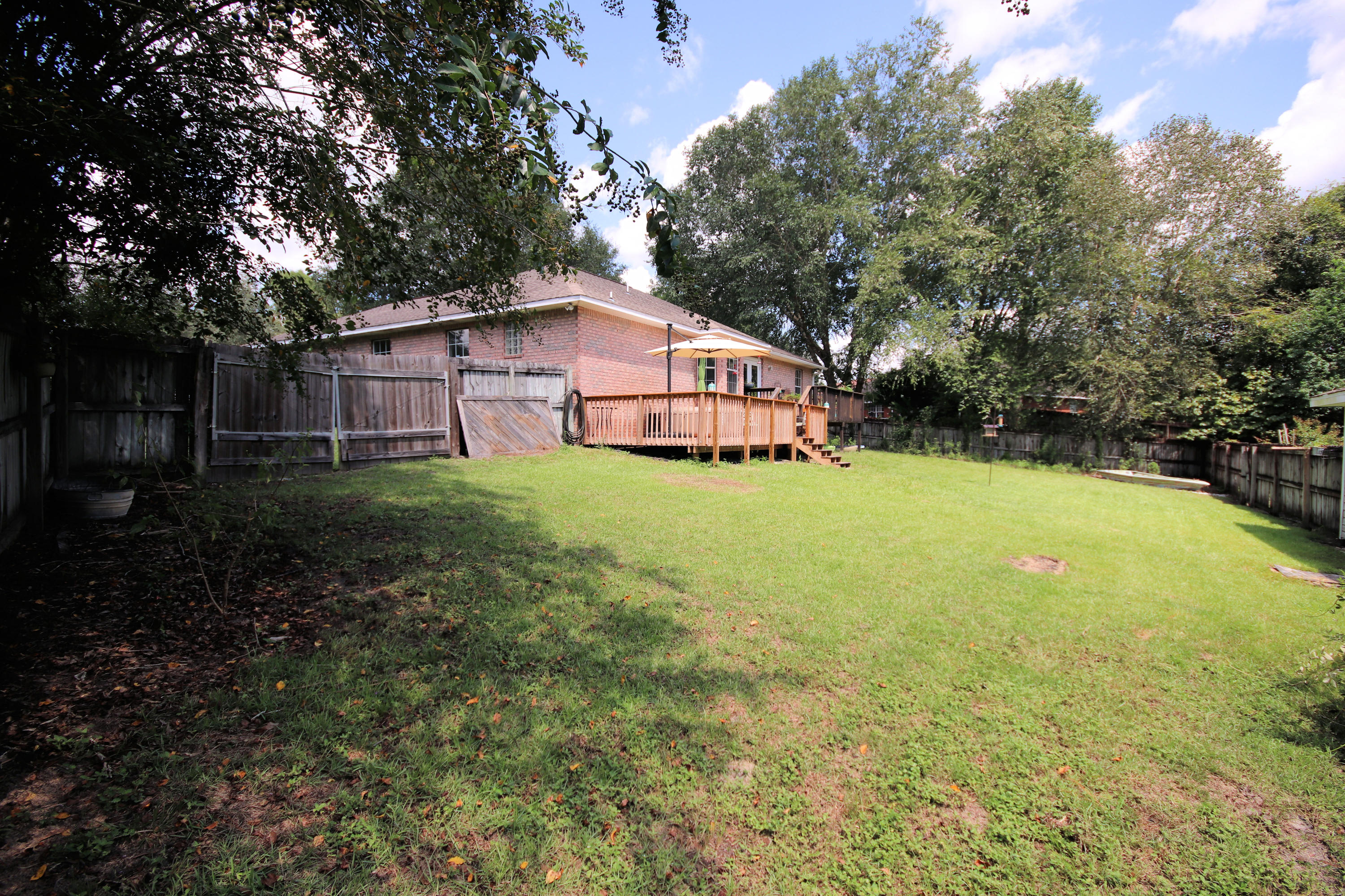 Photo of home for sale at 533 Gallant Fox, Crestview FL