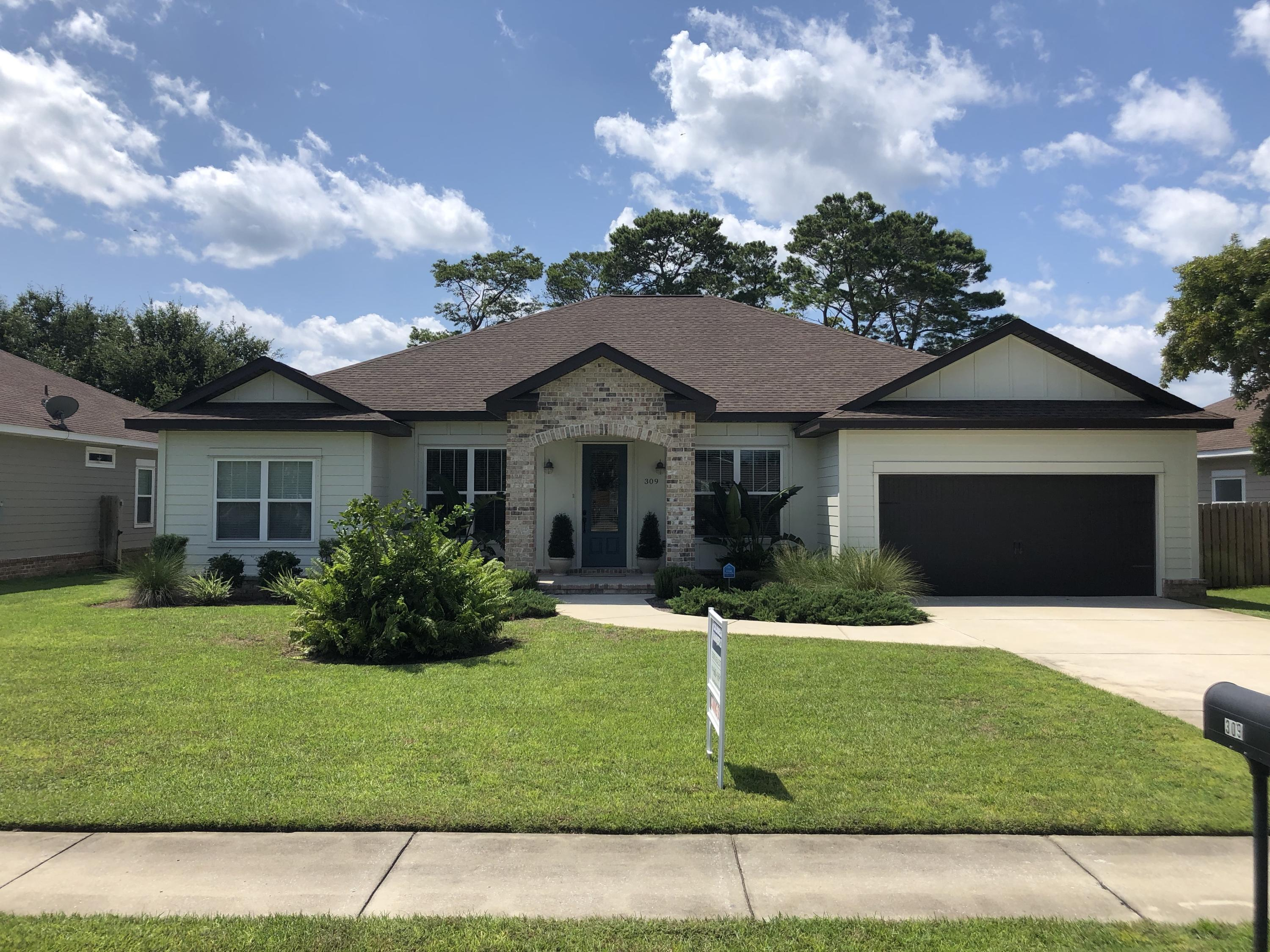 Photo of home for sale at 309 Snapper, Destin FL