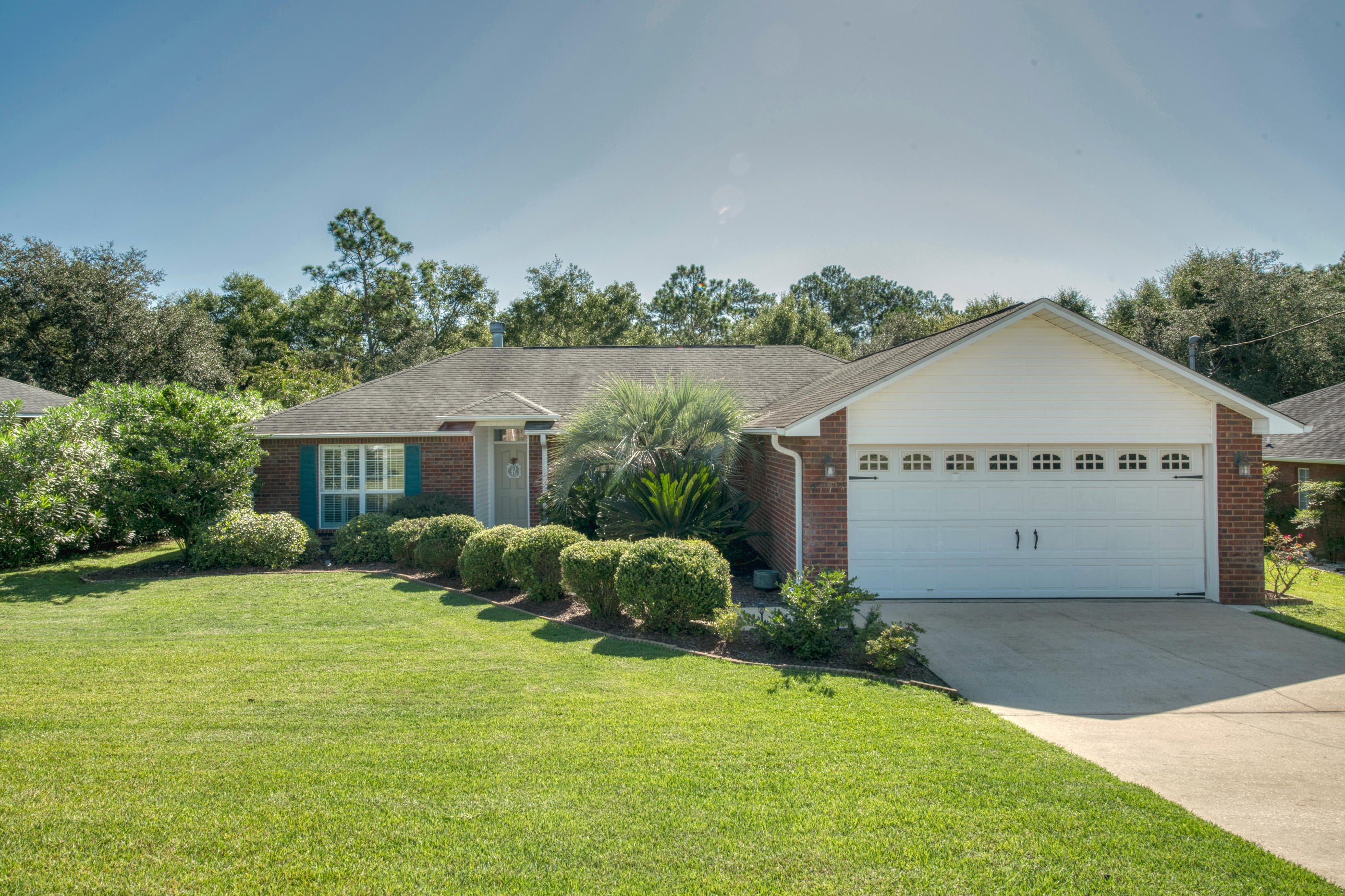 Photo of home for sale at 4773 Balboa, Crestview FL