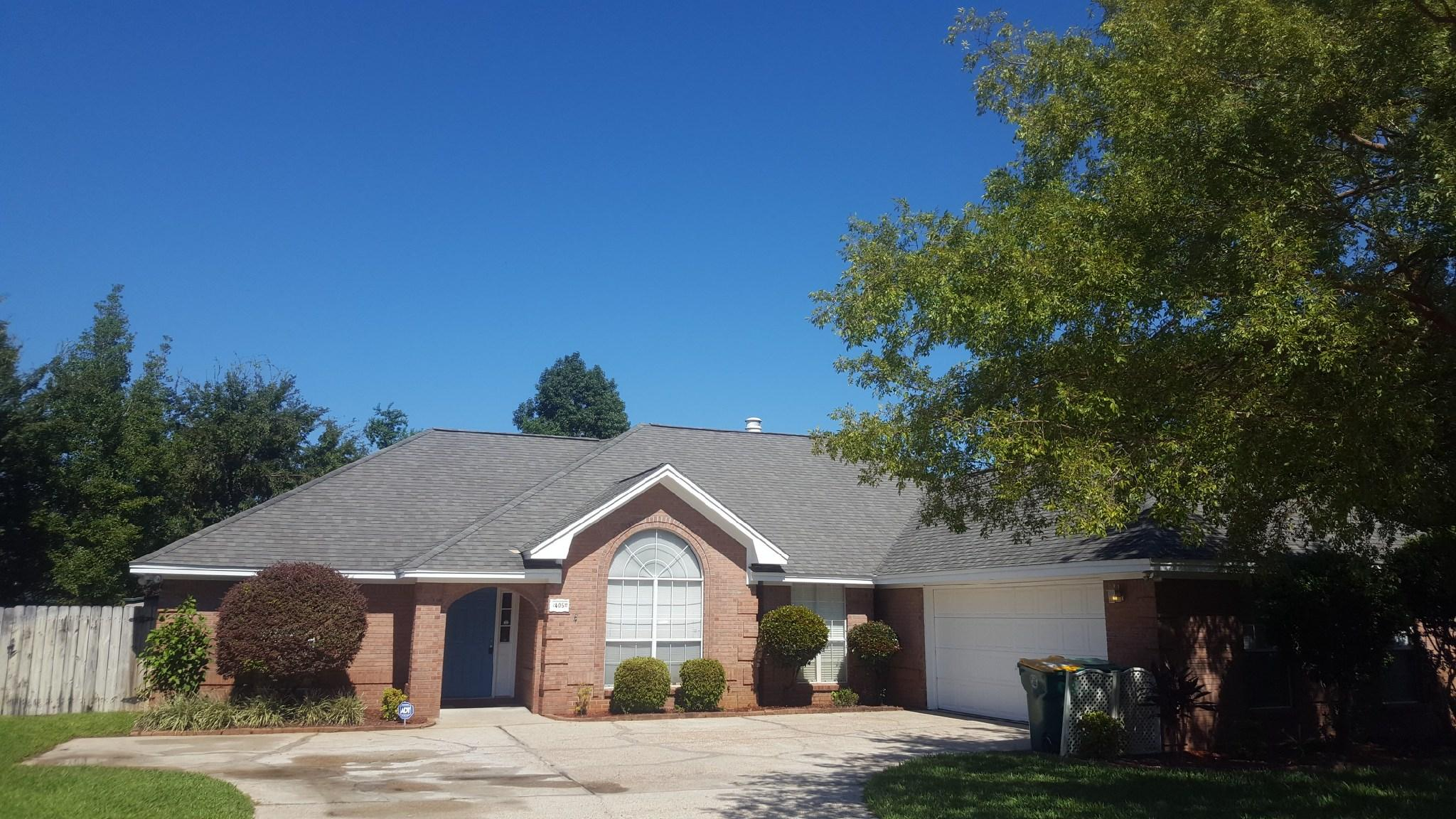 Photo of home for sale at 405 Parish, Mary Esther FL