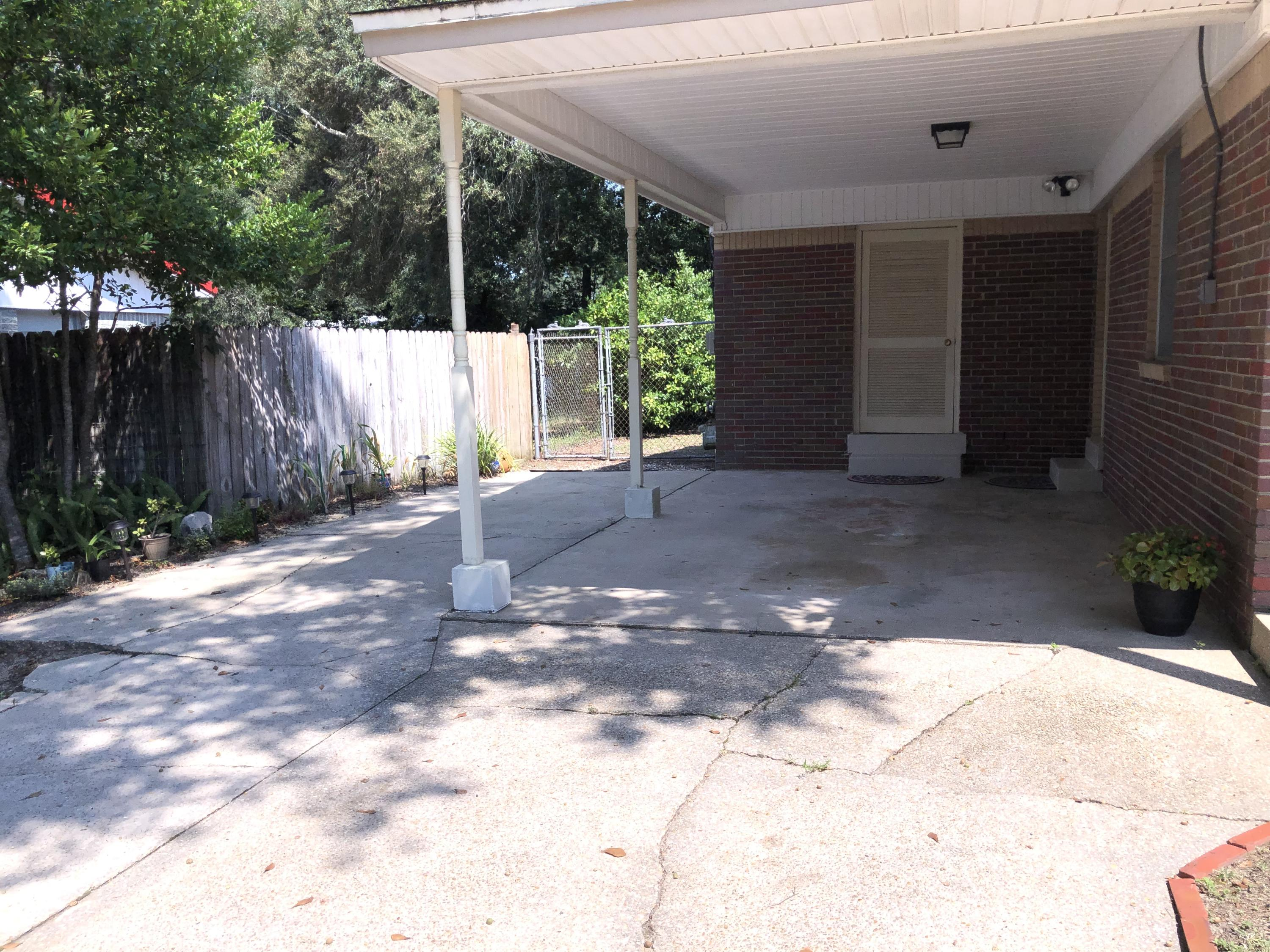 Photo of home for sale at 111 21st, Niceville FL
