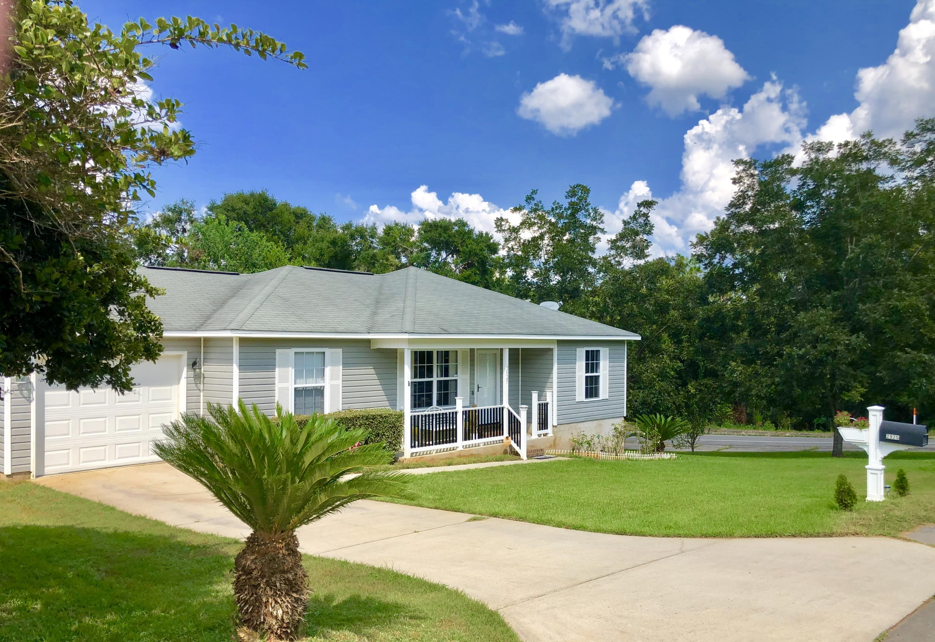 Photo of home for sale at 2925 Wisteria, Crestview FL