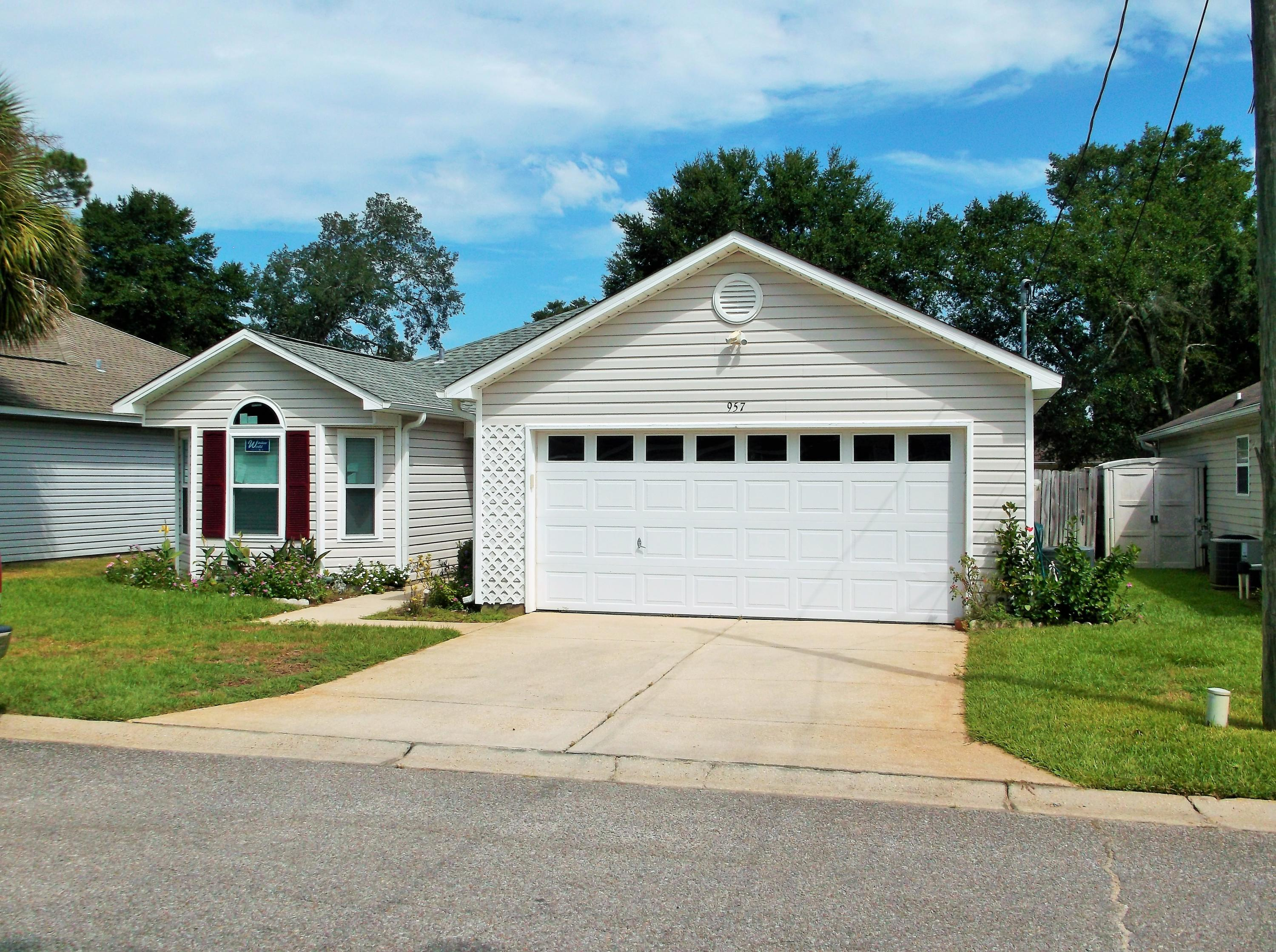 Photo of home for sale at 957 Pacific Silver, Fort Walton Beach FL
