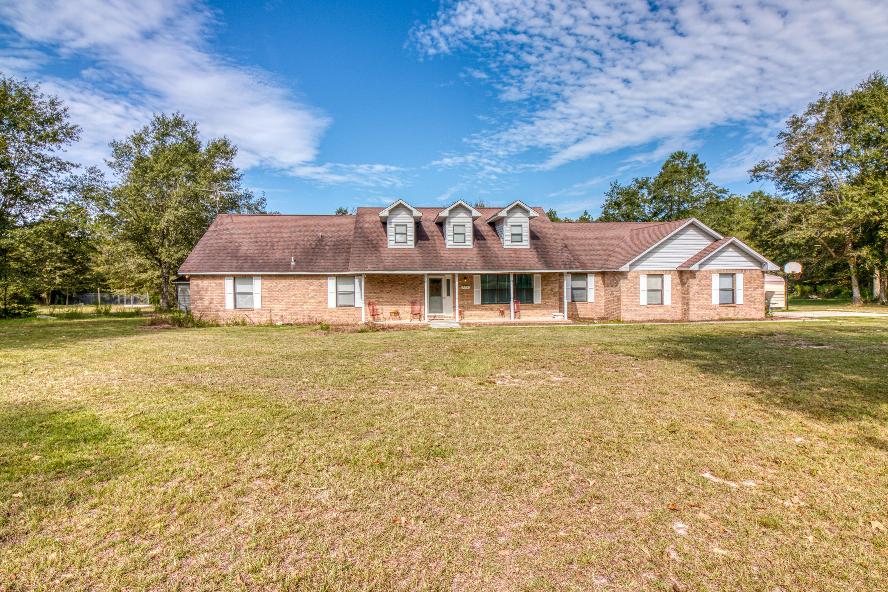 Photo of home for sale at 259 Walden, Laurel Hill FL