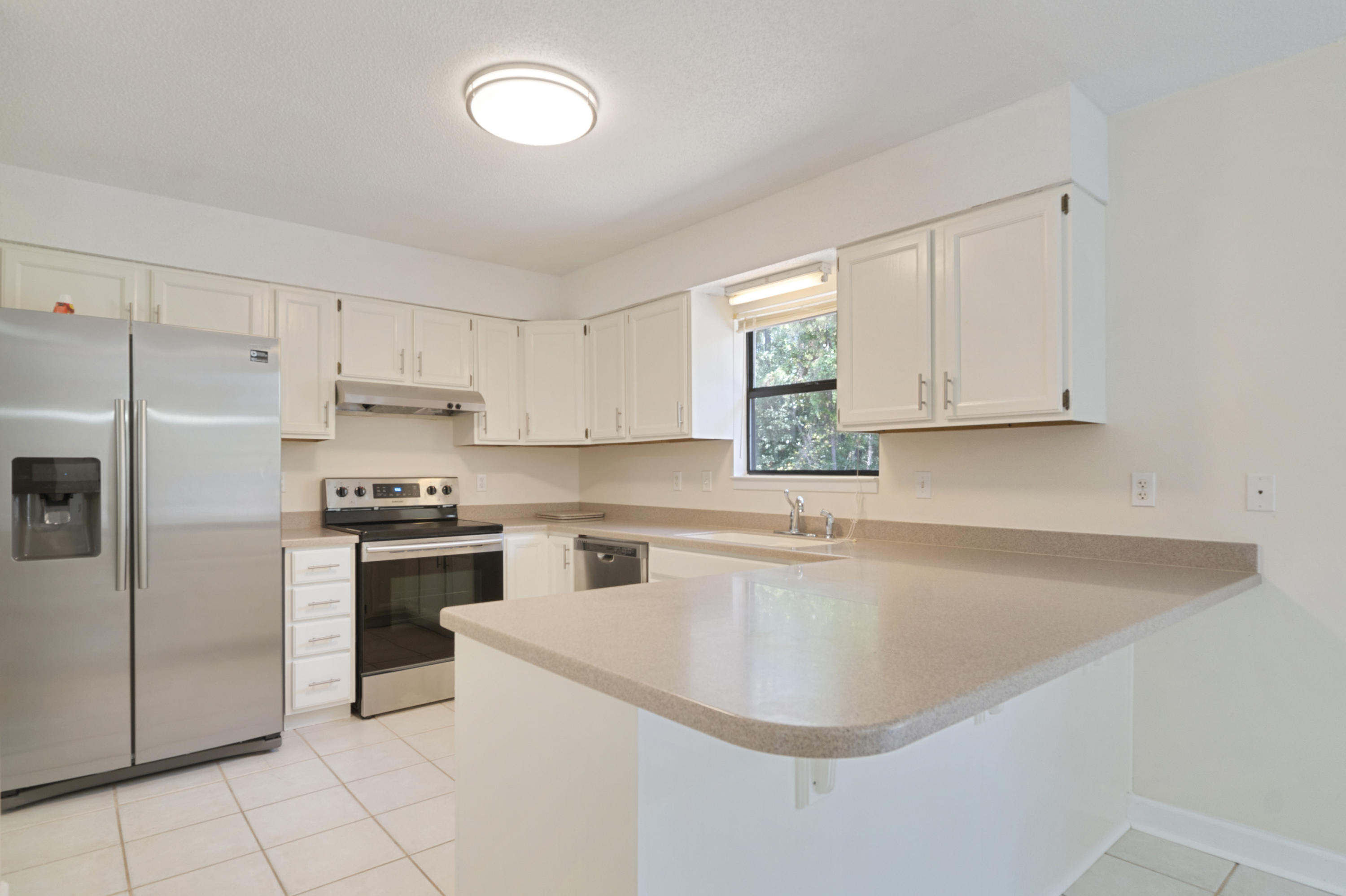 Photo of home for sale at 302 Wildwood, Mary Esther FL