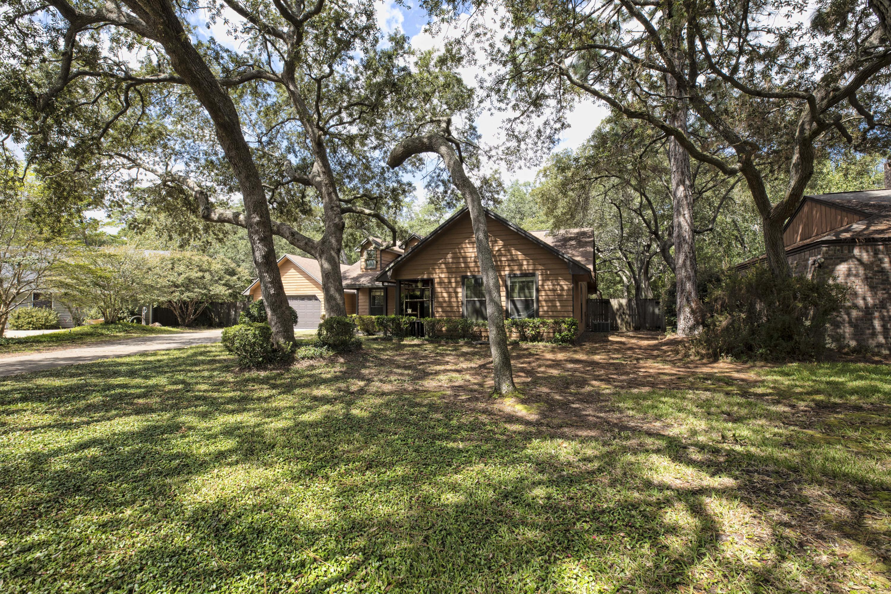 Photo of home for sale at 302 Greenwood, Niceville FL