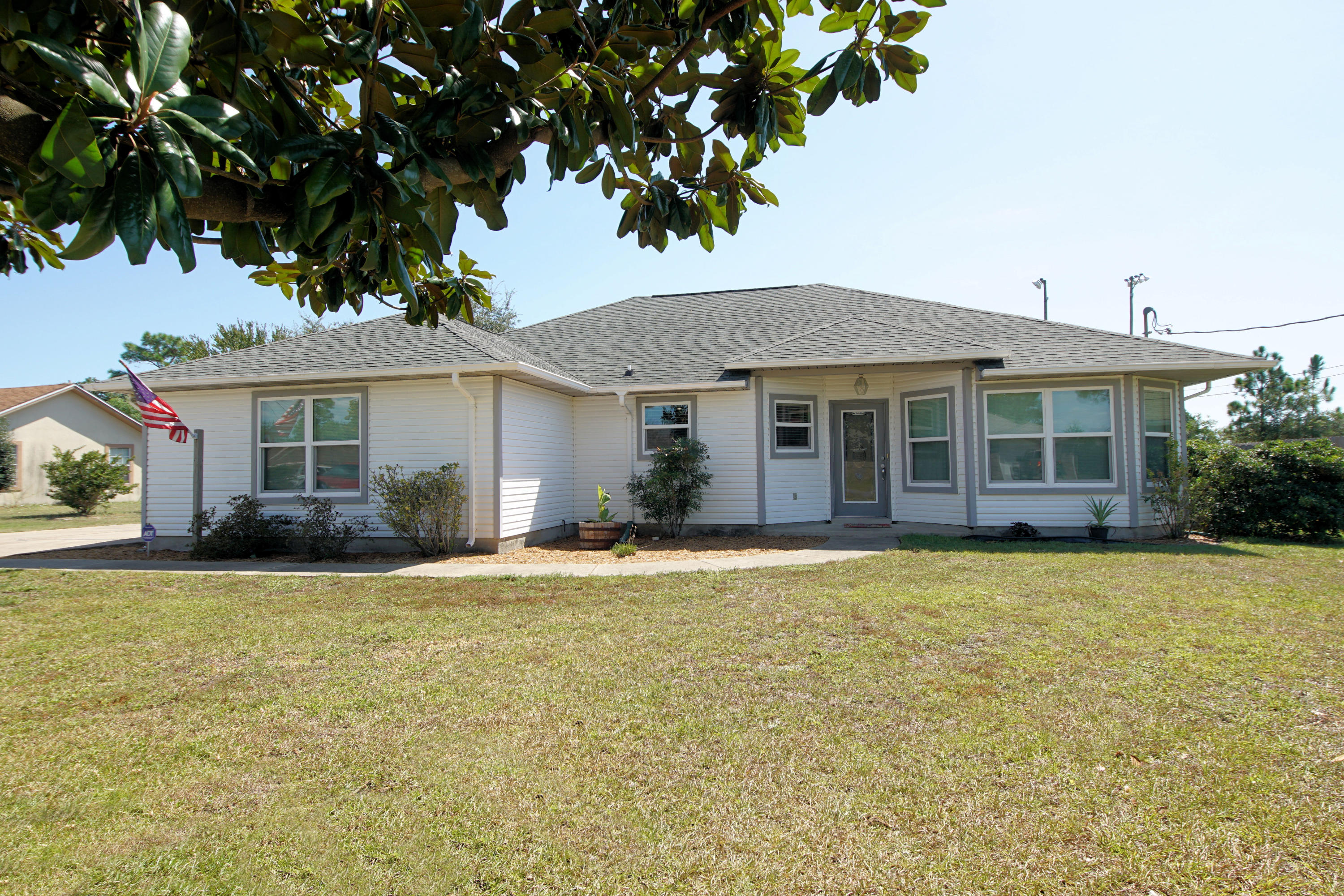 Photo of home for sale at 8813 Pebble Brook, Navarre FL