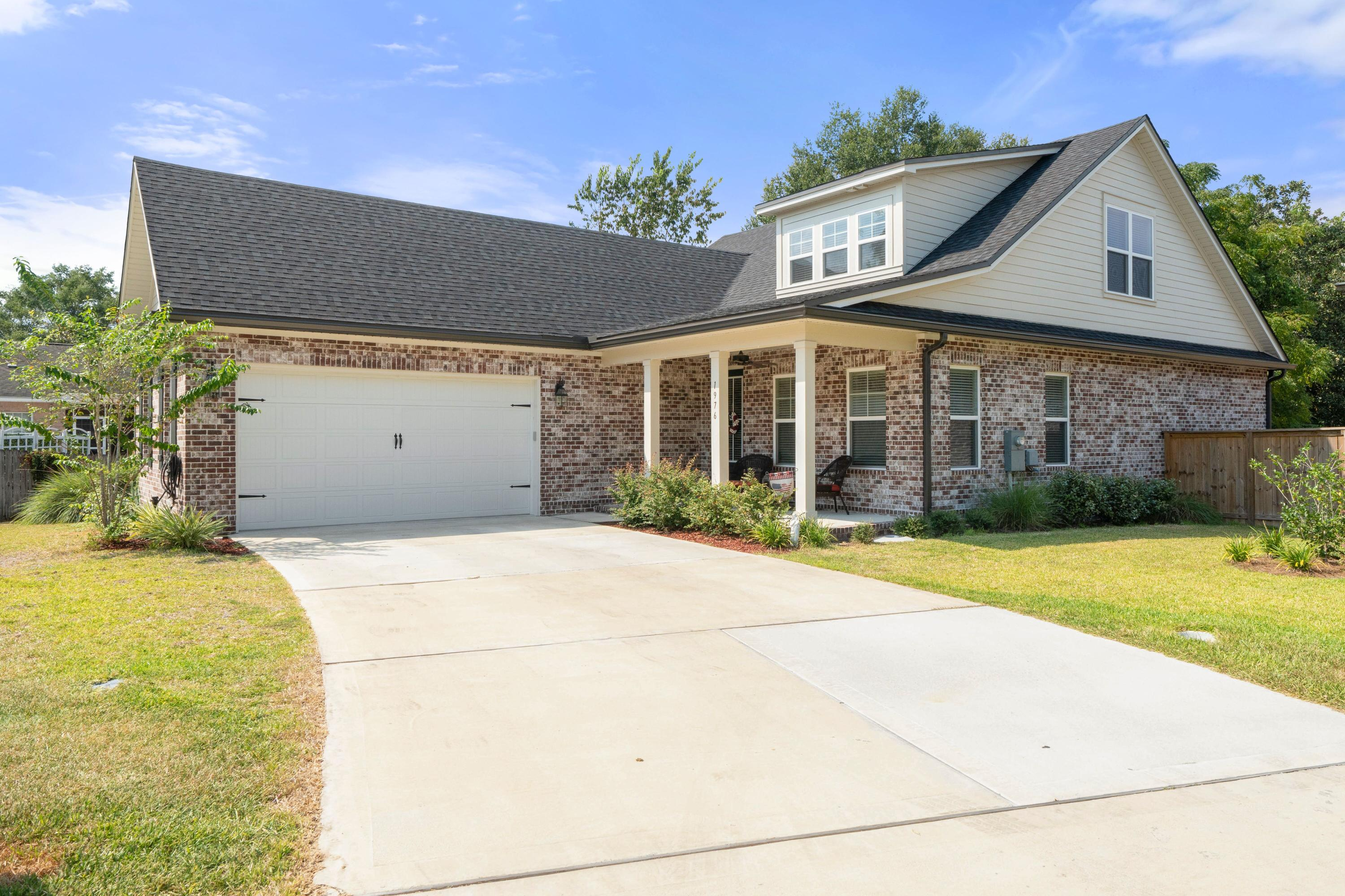 Photo of home for sale at 1976 Hattie Mae, Niceville FL