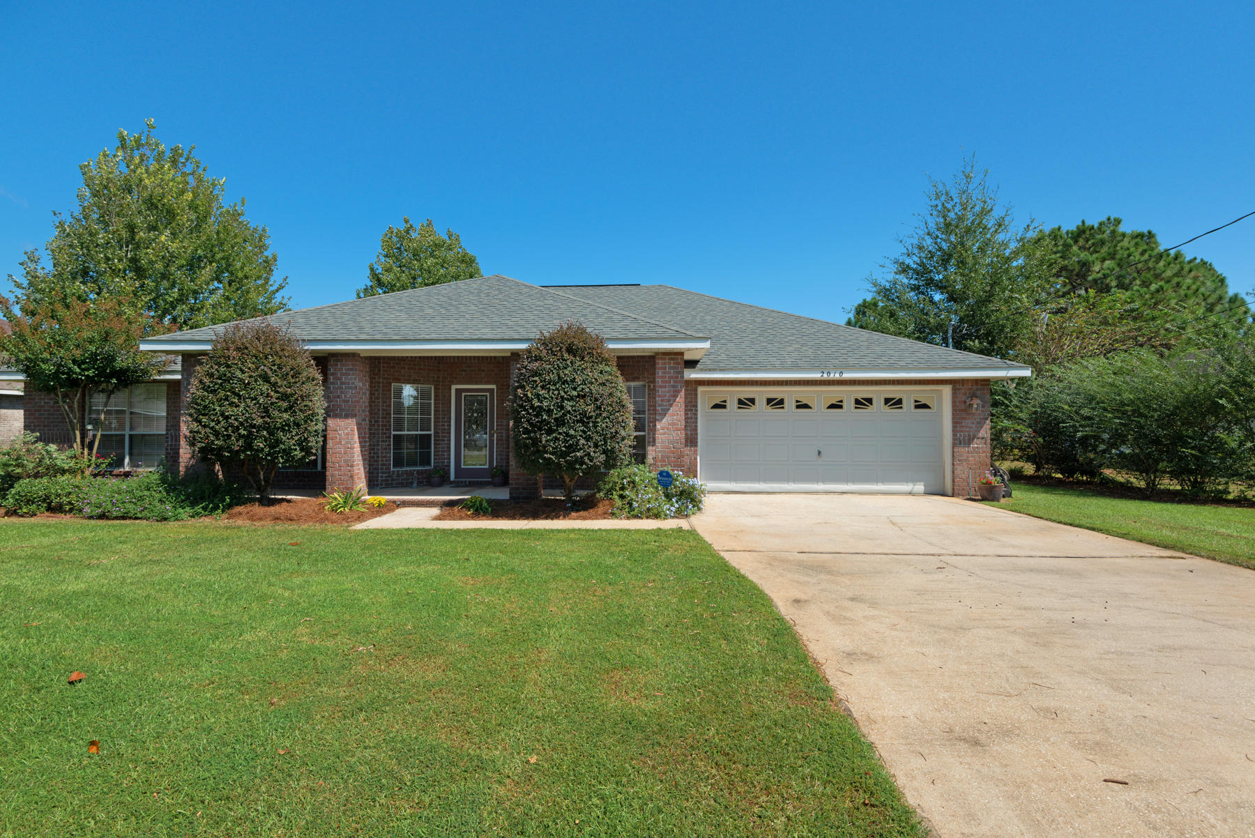 Photo of home for sale at 2010 Anchor, Navarre FL