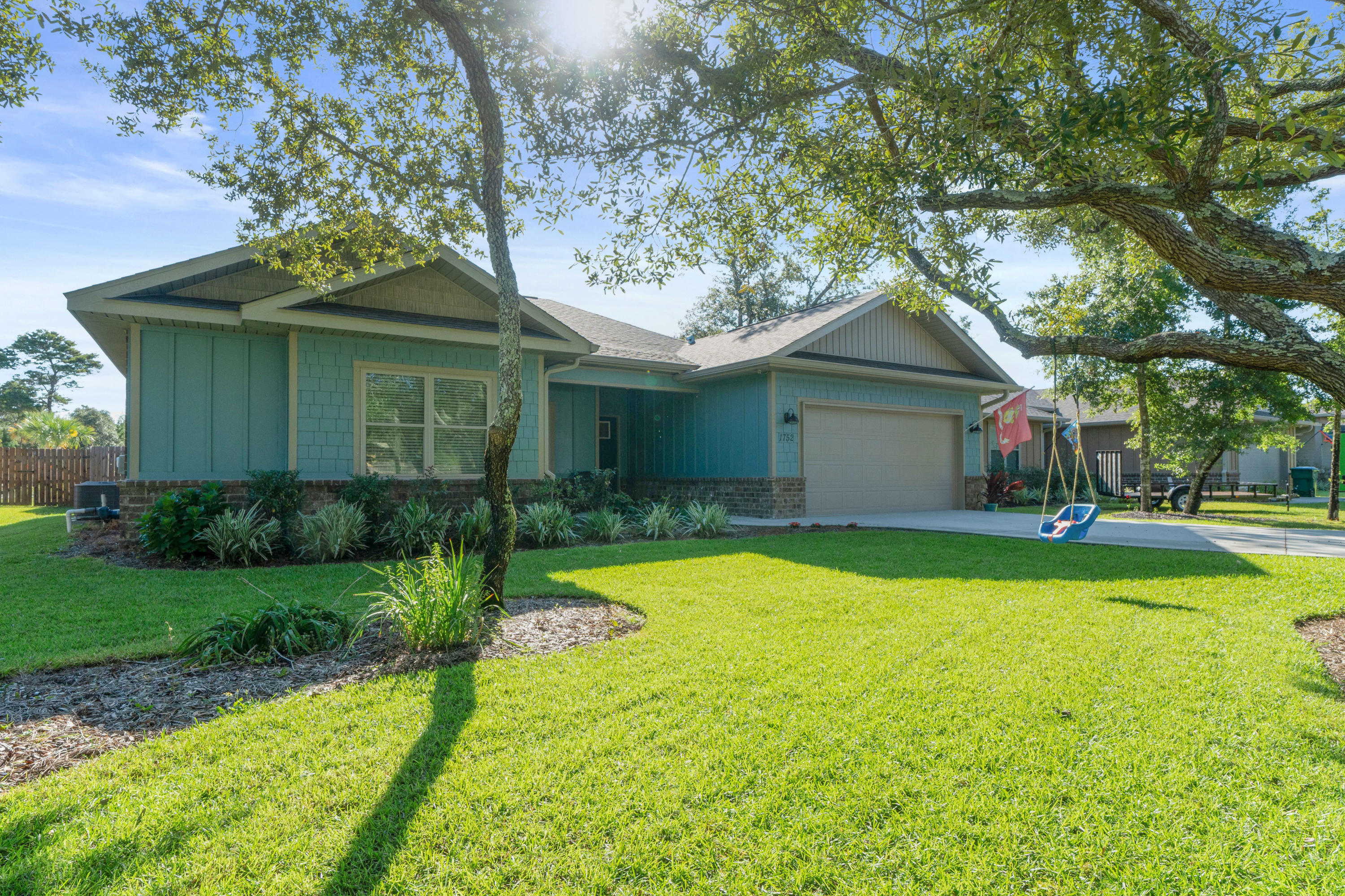 Photo of home for sale at 1752 Sioux, Gulf Breeze FL
