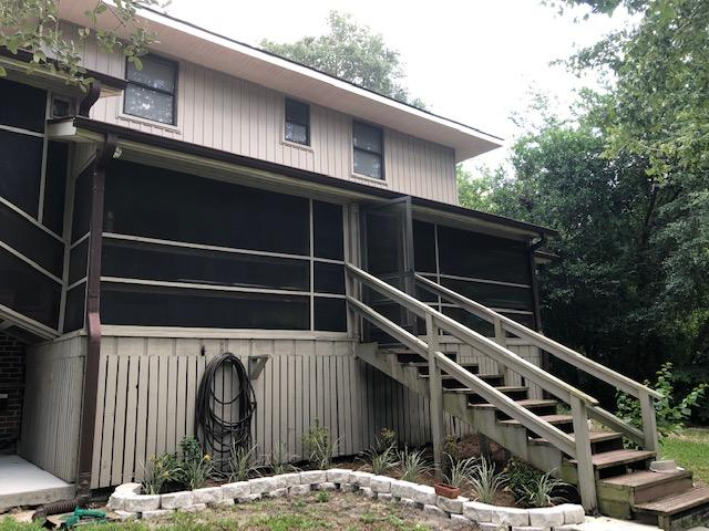 Photo of home for sale at 1010 Pine Lake, Niceville FL