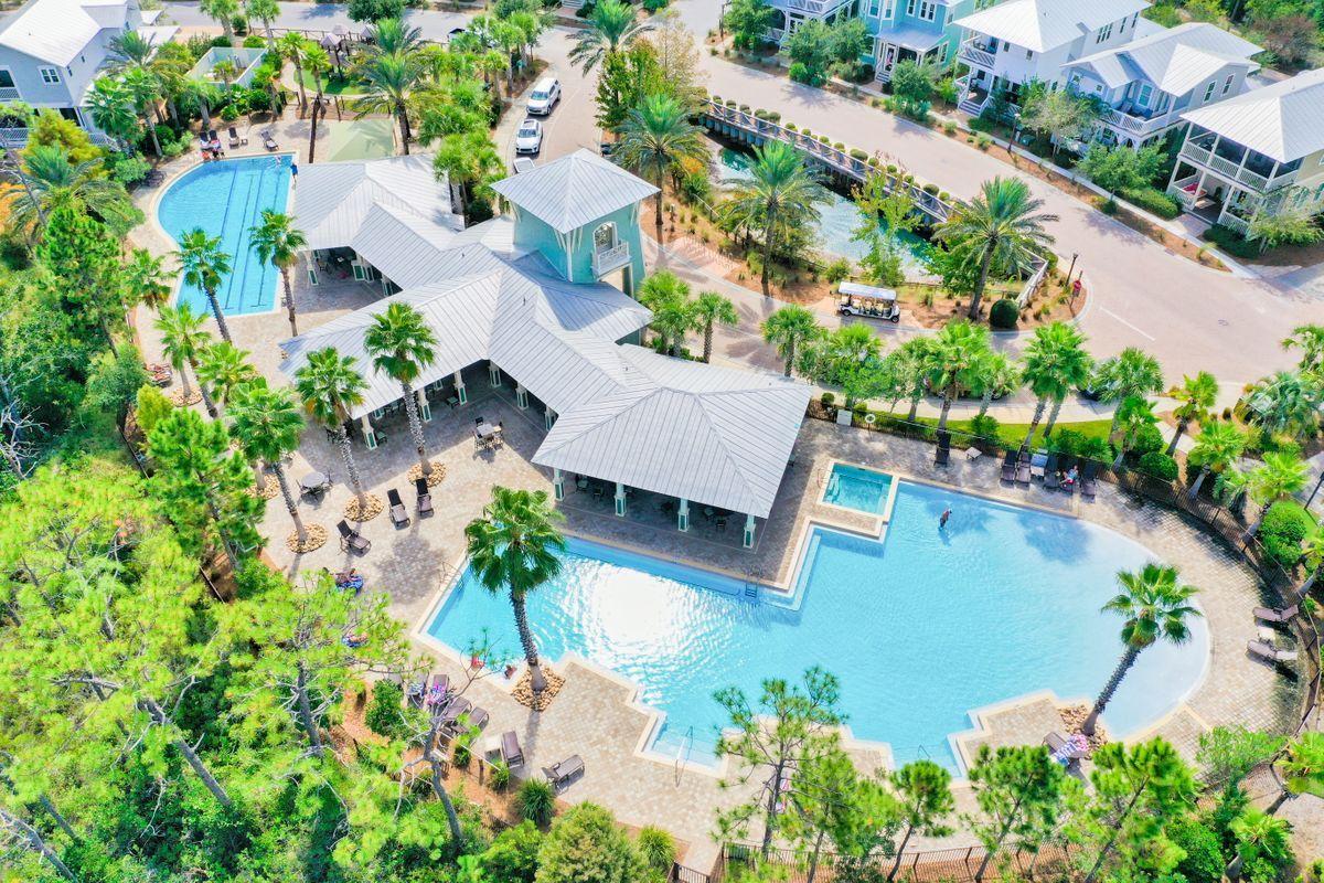 Photo of home for sale at 995 Sandgrass, Santa Rosa Beach FL