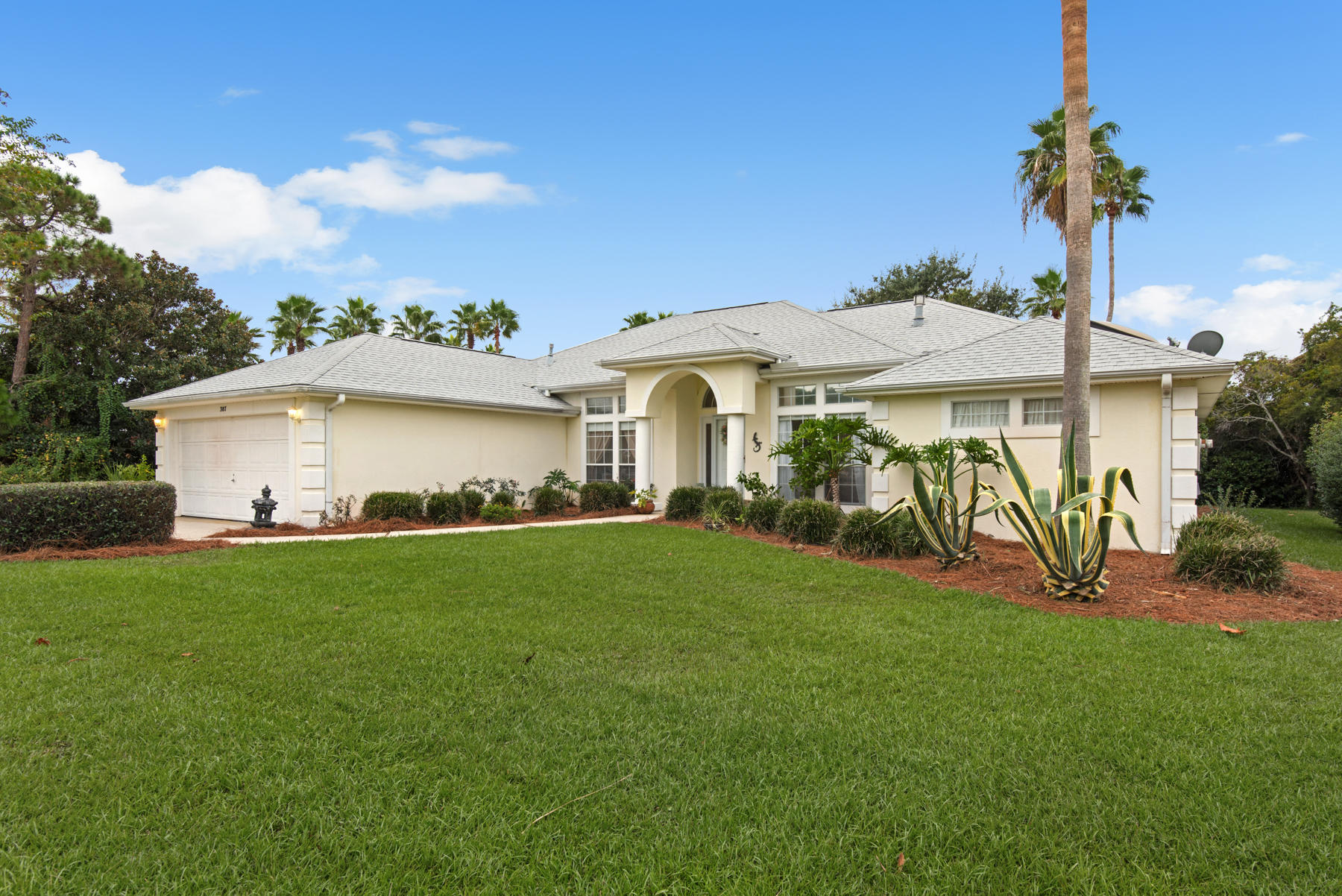 Photo of home for sale at 387 S. Shore Dr, Miramar Beach FL