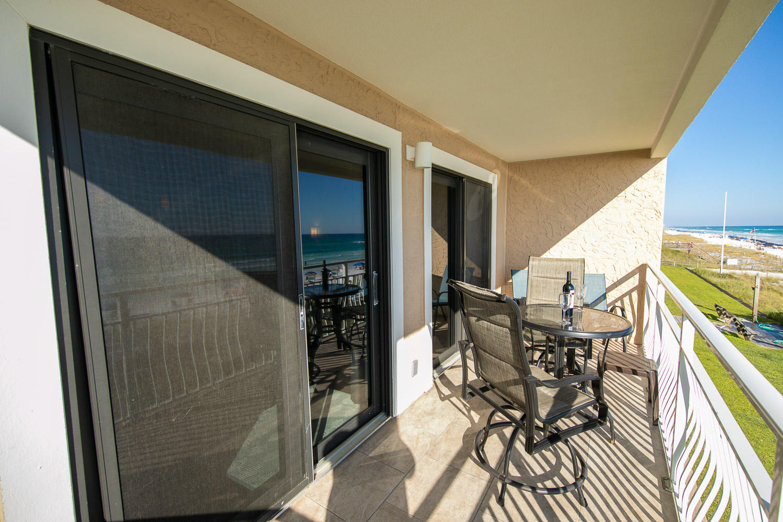 Photo of home for sale at 2850 Scenic 98, Destin FL