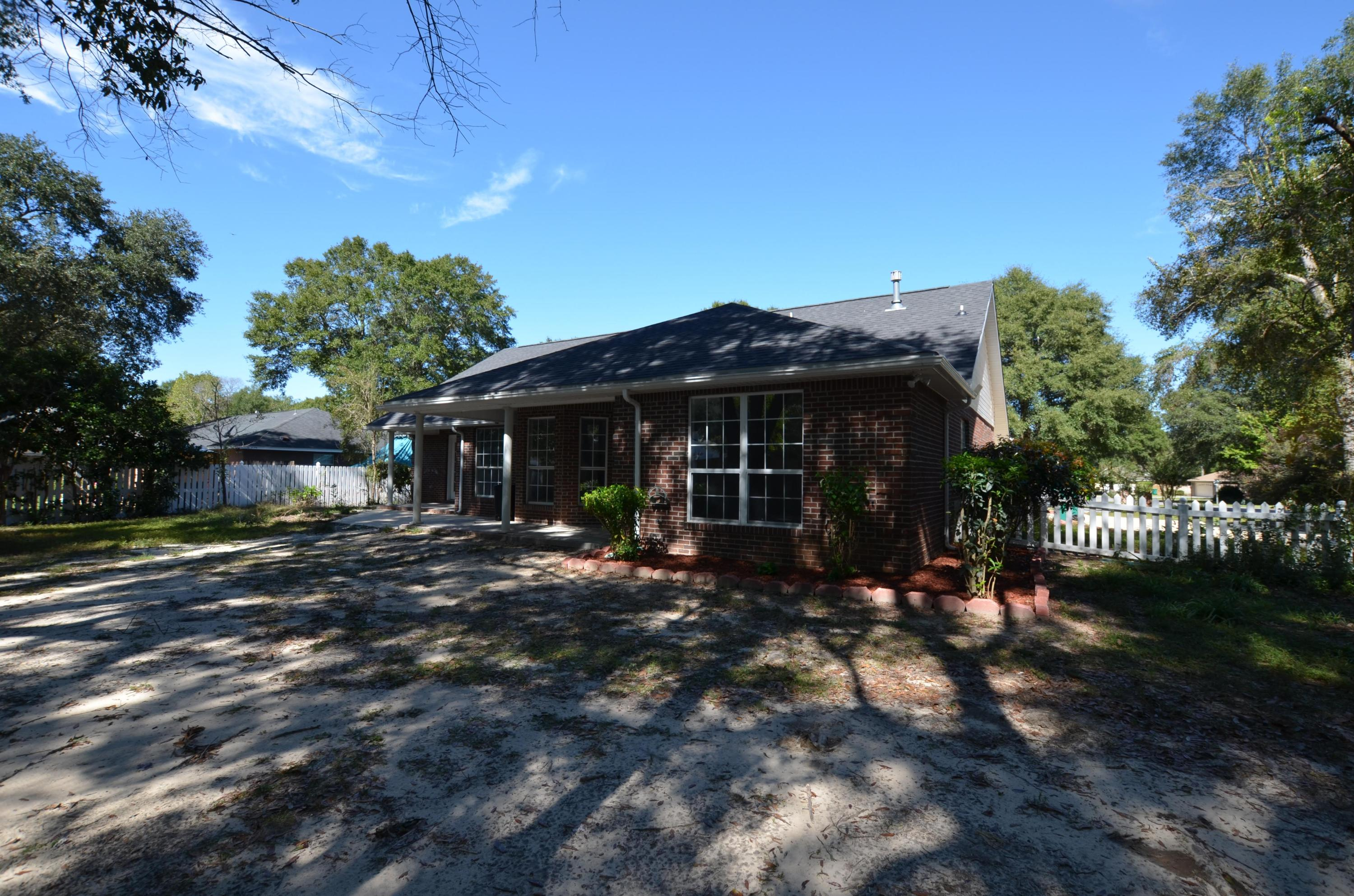 Photo of home for sale at 4624 Scarlet, Crestview FL