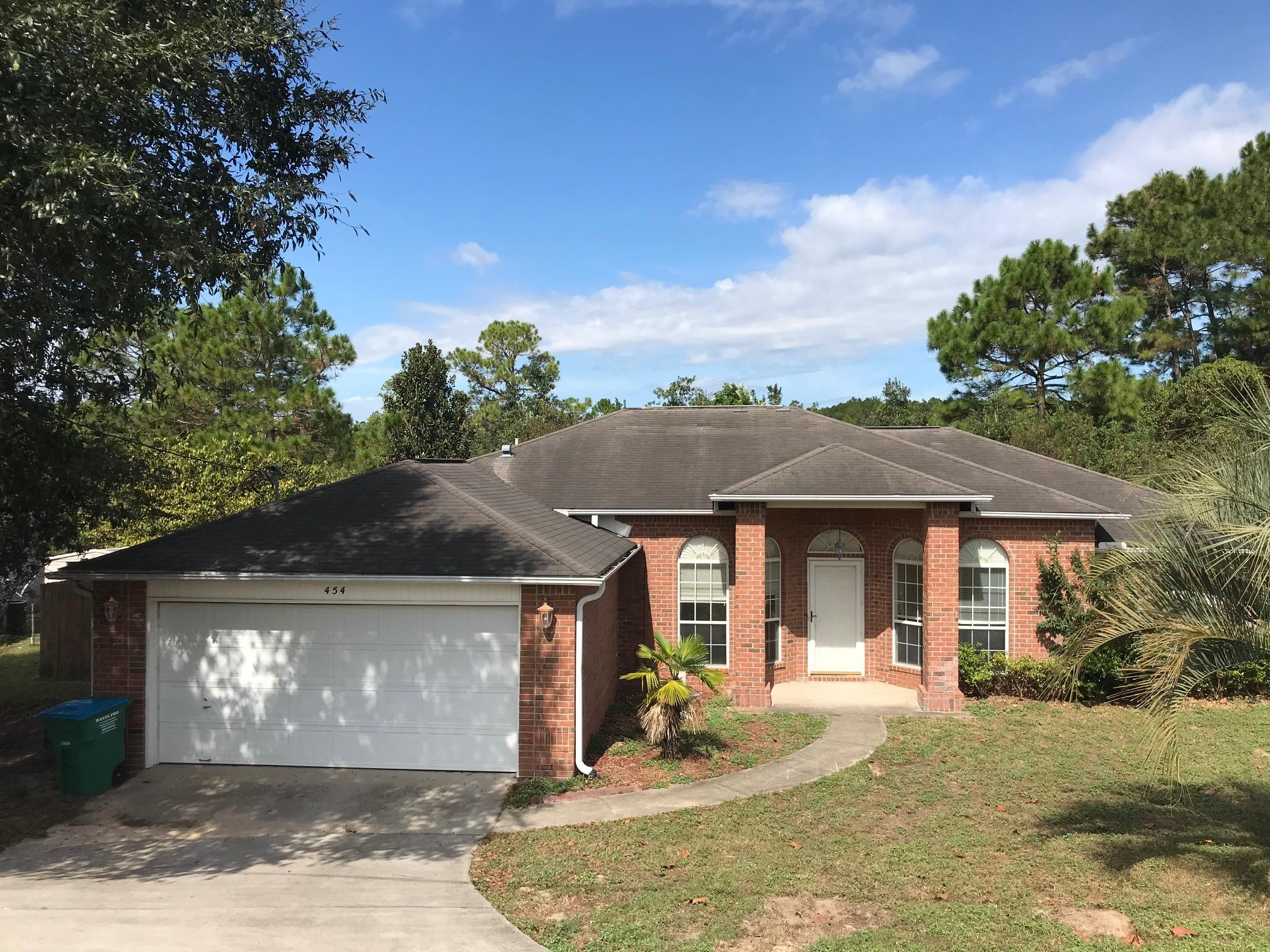 Photo of home for sale at 454 Jillian, Crestview FL