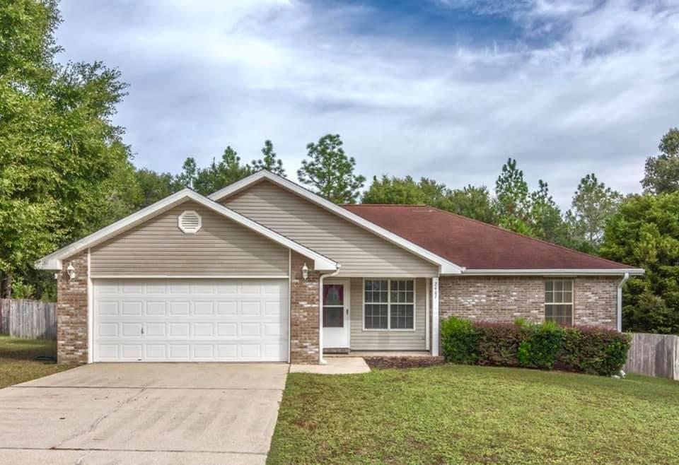 Photo of home for sale at 2407 Mill Run, Crestview FL