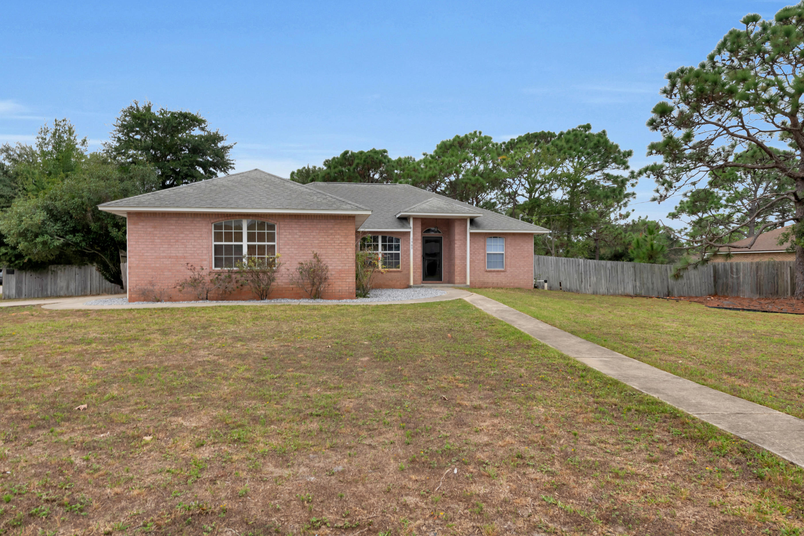 Photo of home for sale at 1909 Sunrise, Navarre FL