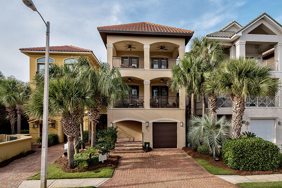 Photo of home for sale at 4842 Ocean, Destin FL