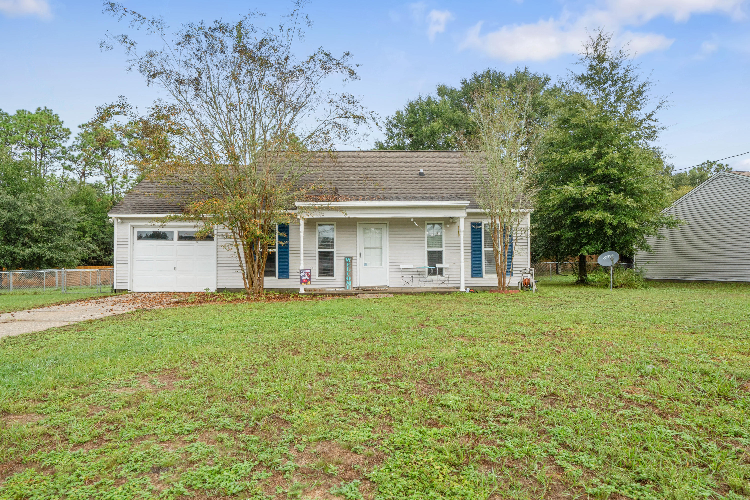 Photo of home for sale at 2836 Penney, Crestview FL