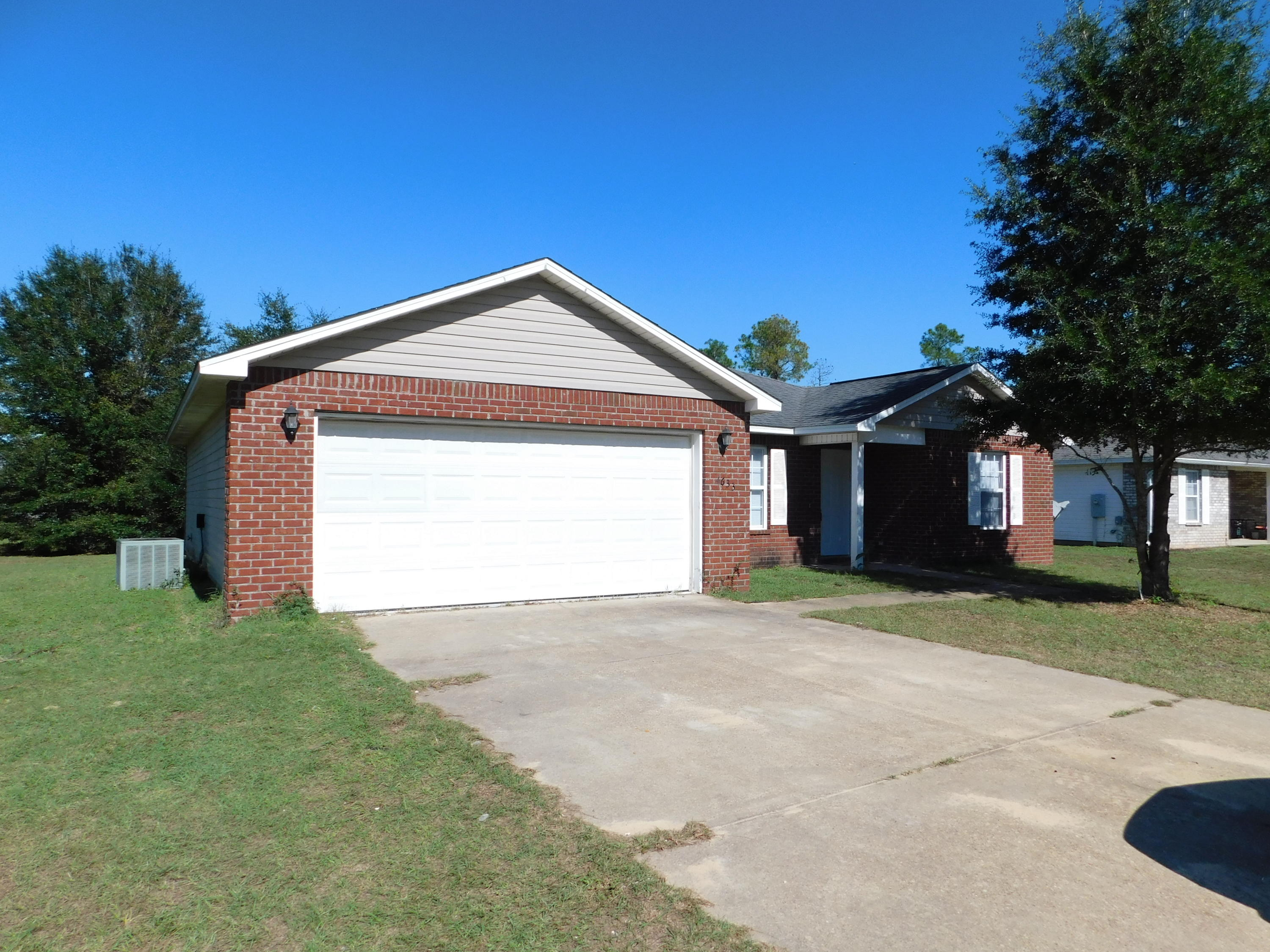 Photo of home for sale at 4633 Eagle, Crestview FL