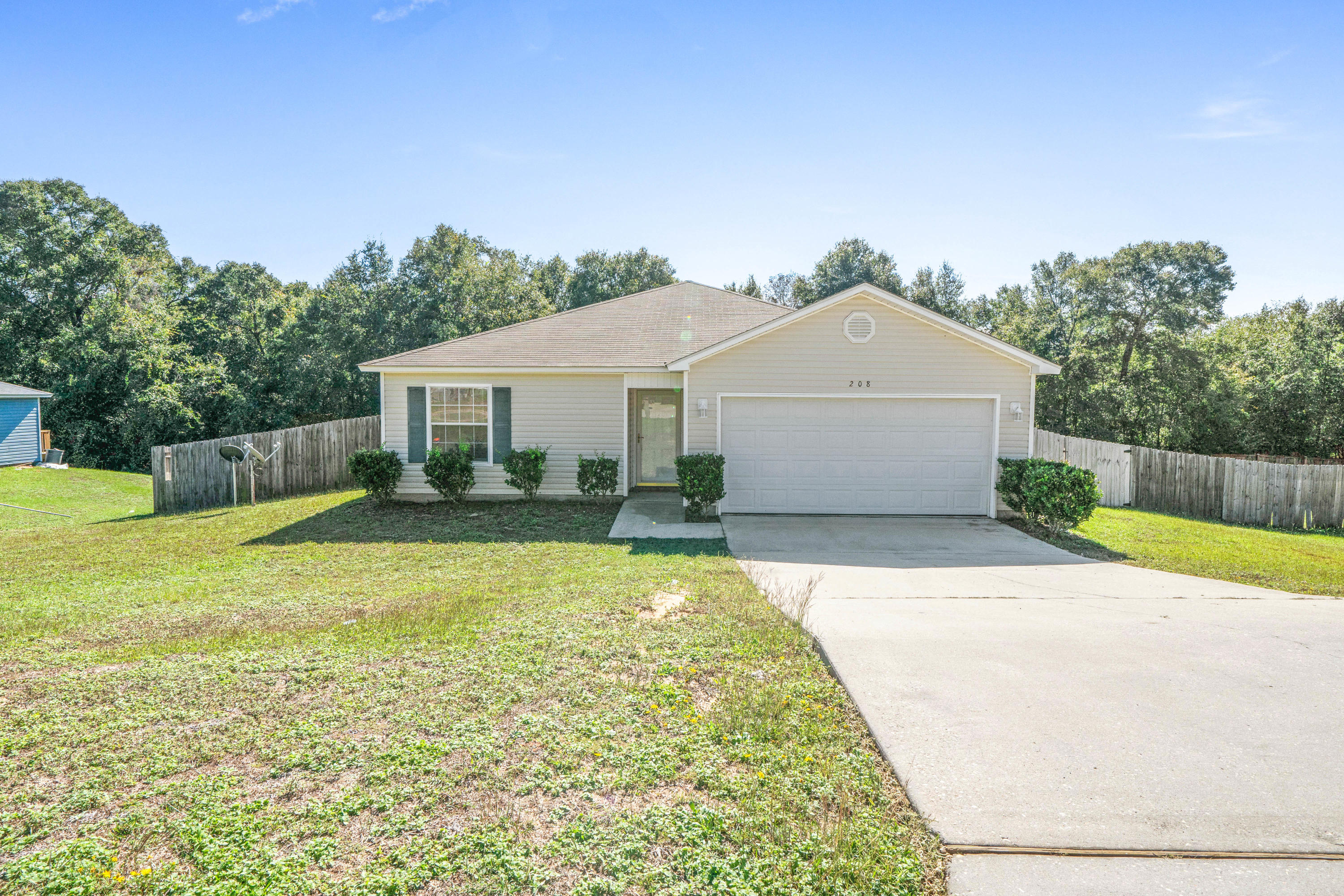 Photo of home for sale at 208 Cabana, Crestview FL