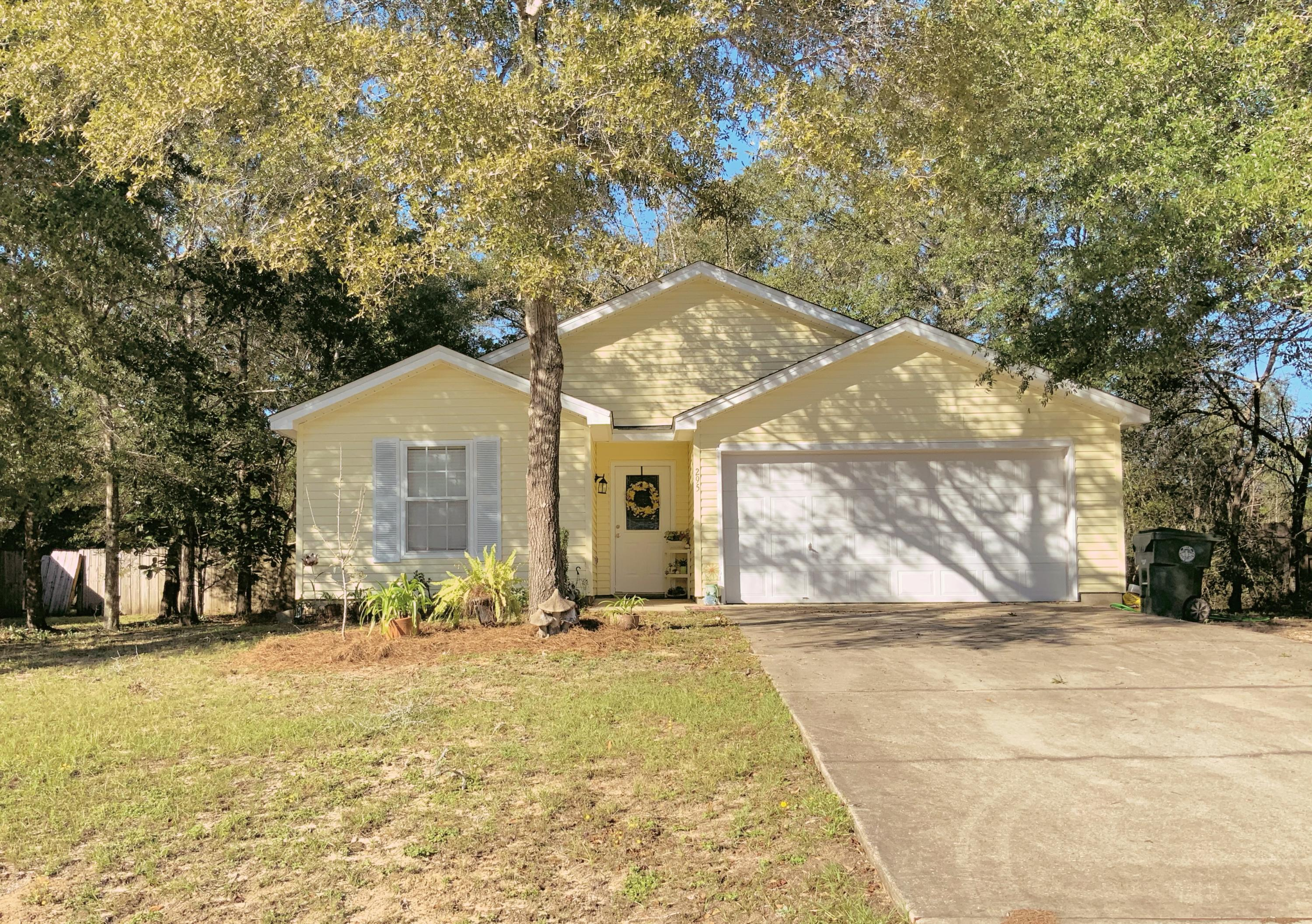 Photo of home for sale at 295 Timber Wind, Defuniak Springs FL