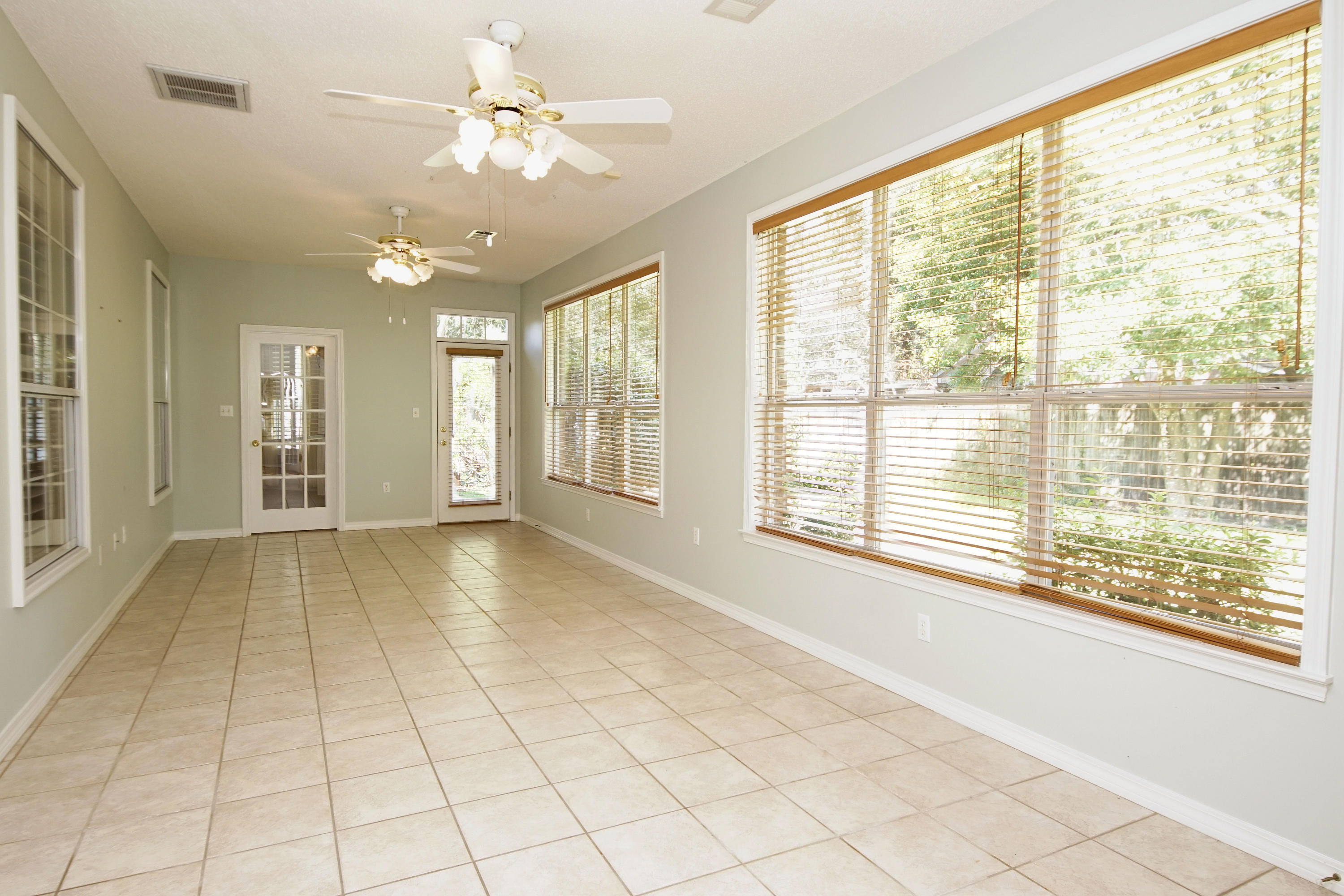 Photo of home for sale at 1727 Wren, Niceville FL